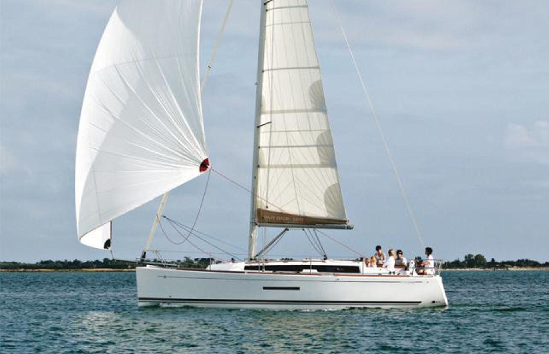 https://media.insailing.com/boat/dufour/image_1563876371582.jpg
