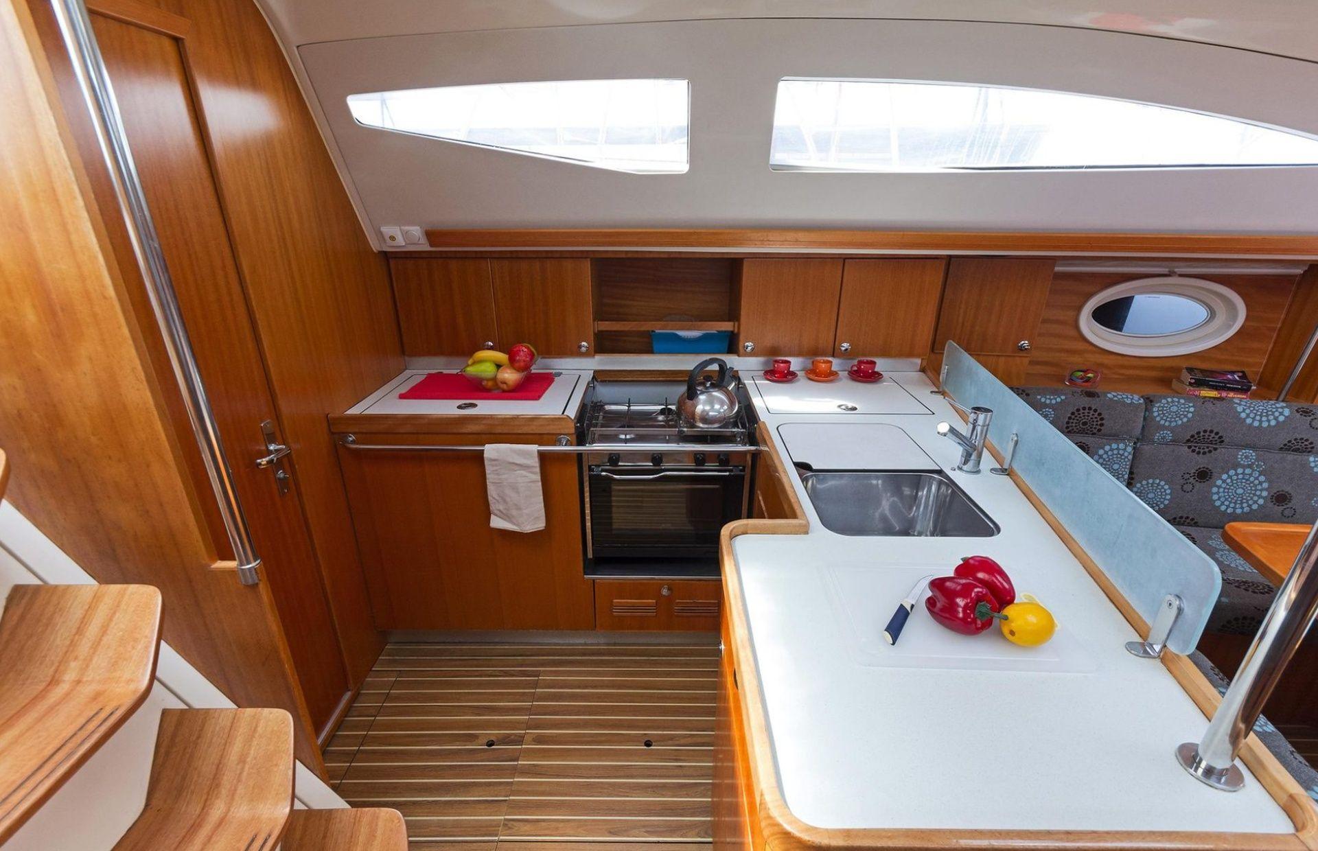 https://media.insailing.com/boat/elan-434/image_1577367780216.jpg