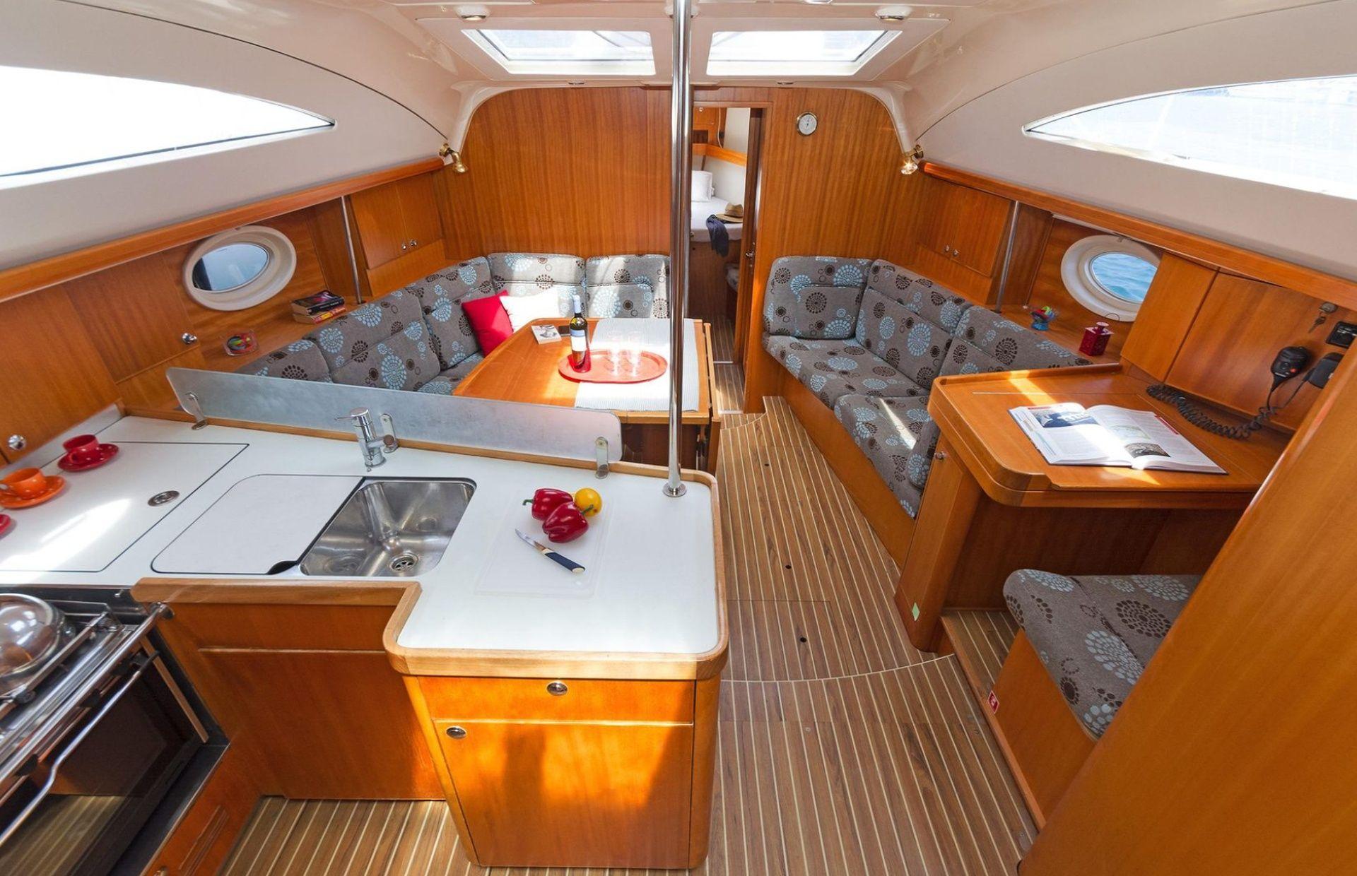 https://media.insailing.com/boat/elan-434/image_1577367780217.jpg
