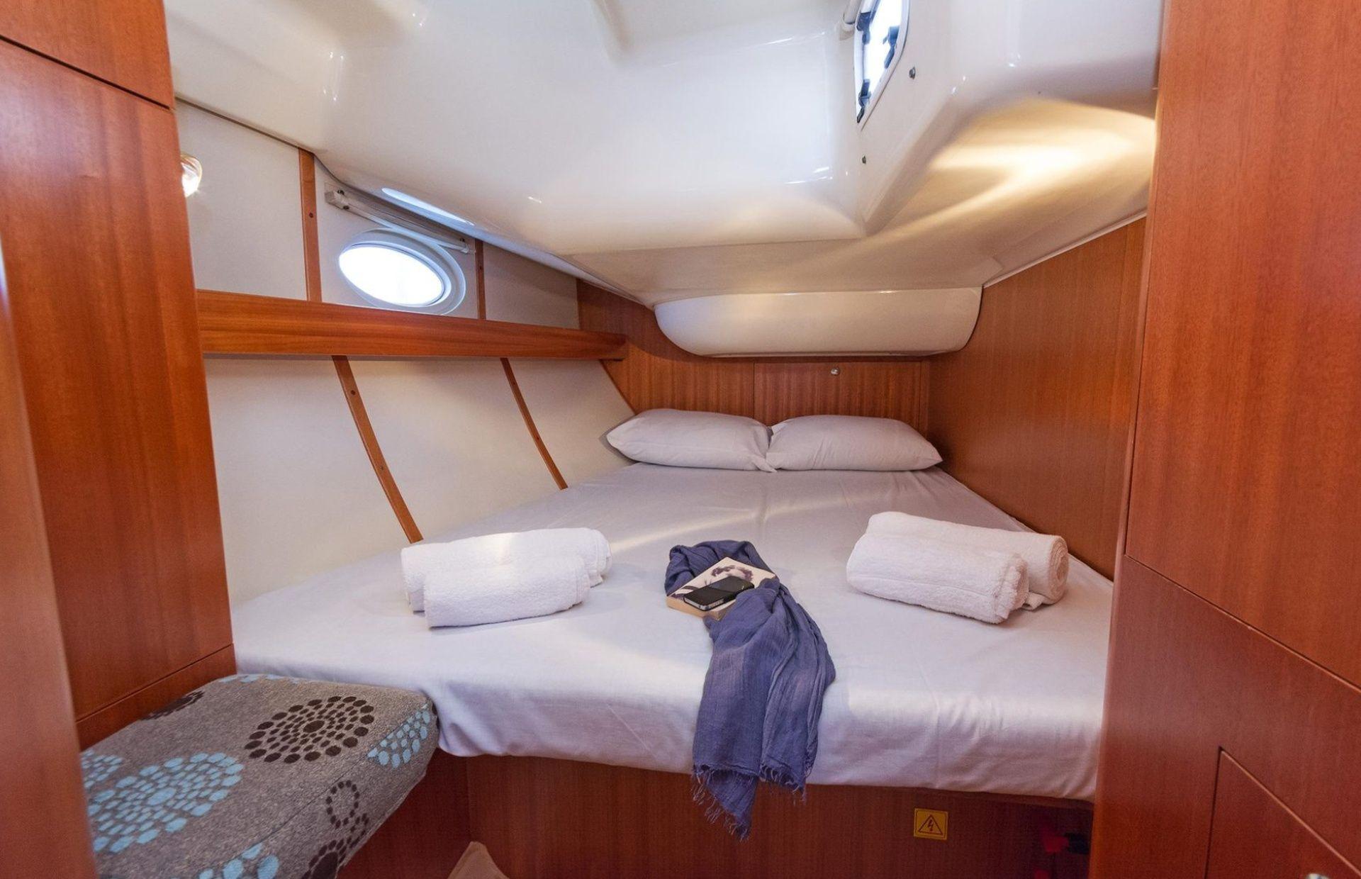 https://media.insailing.com/boat/elan-434/image_1577367780218.jpg