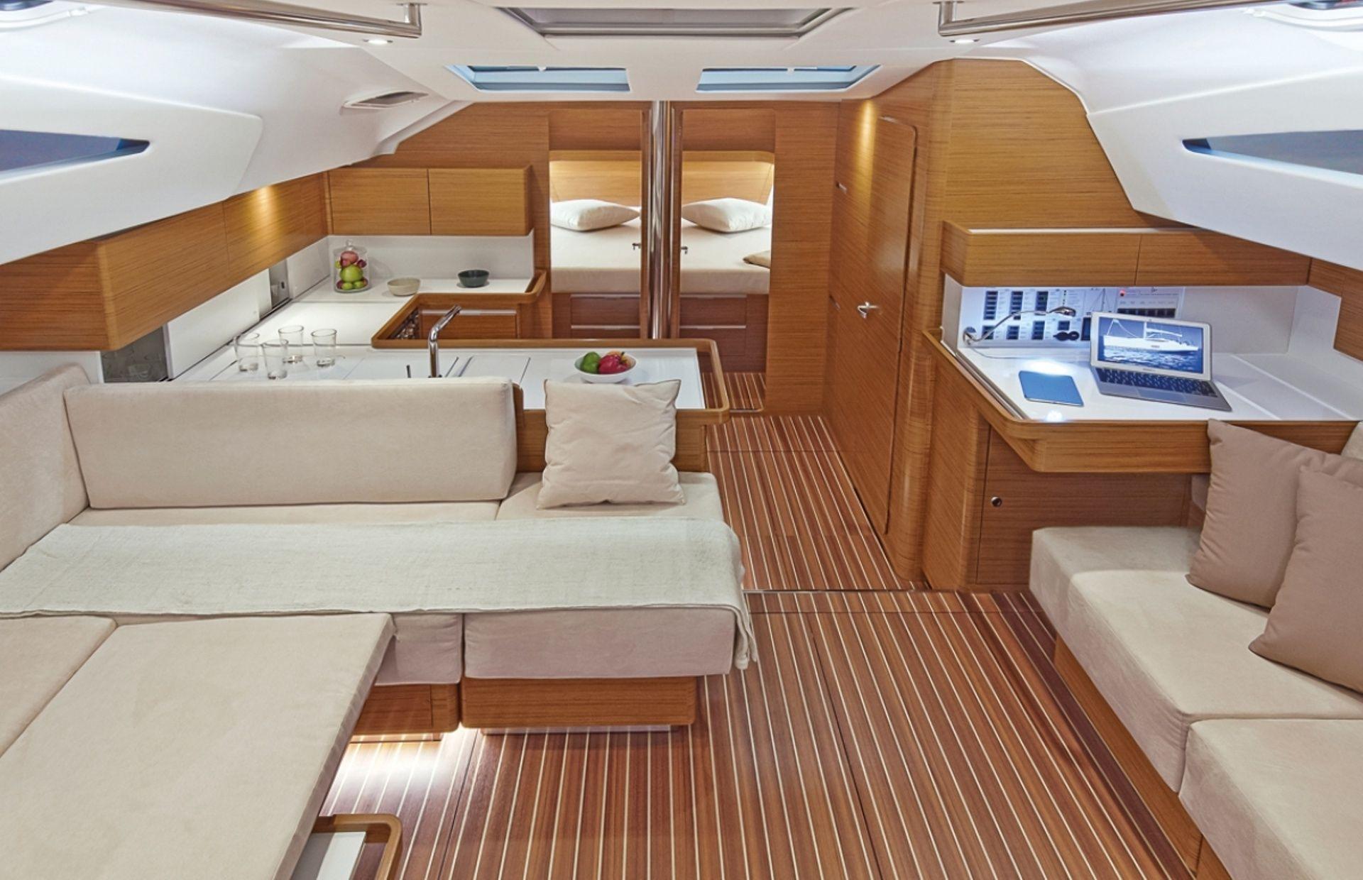 https://media.insailing.com/boat/elan-50/image_1575012186785.jpg