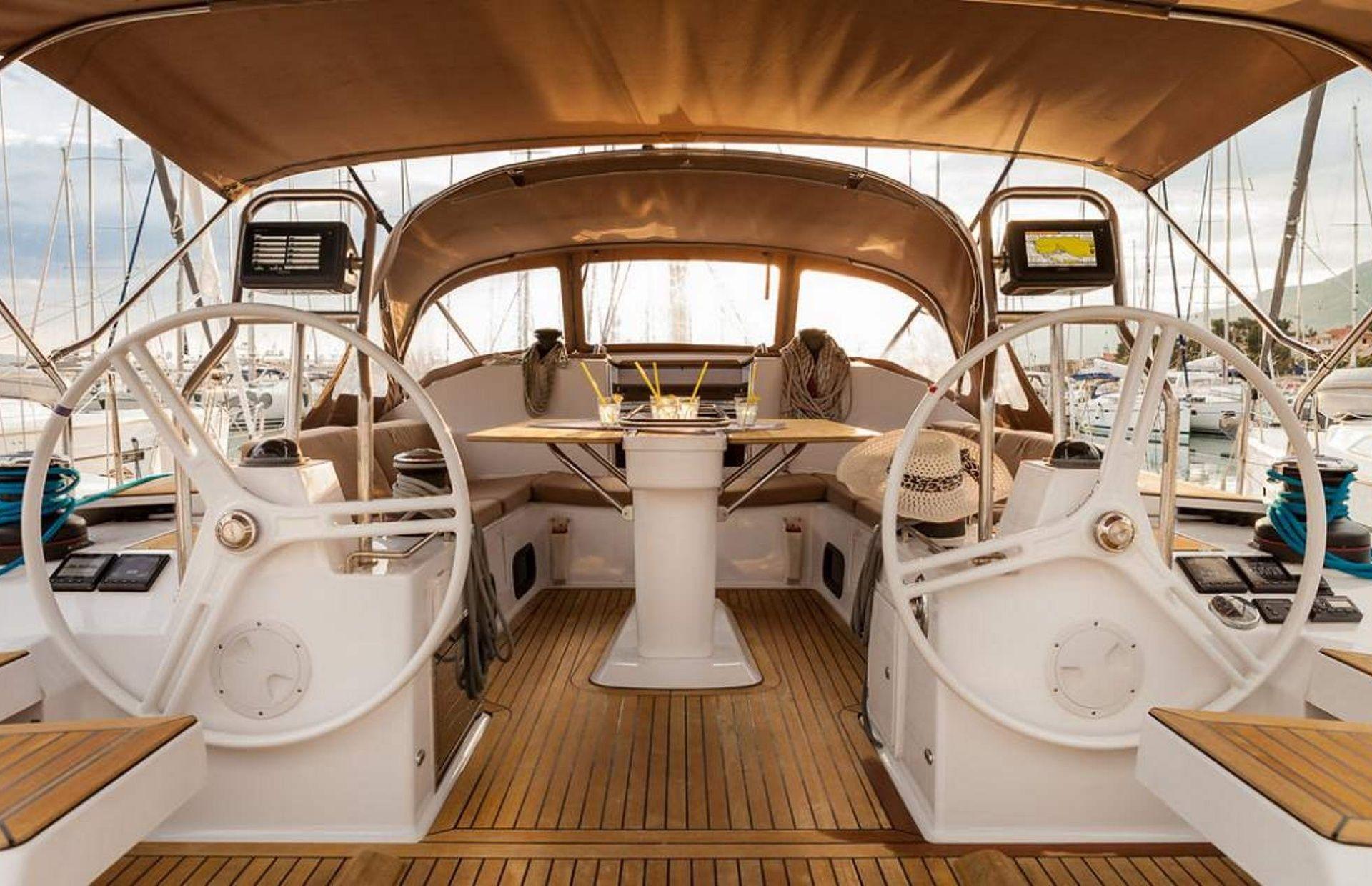 https://media.insailing.com/boat/elan-50/image_1575012186786.jpg