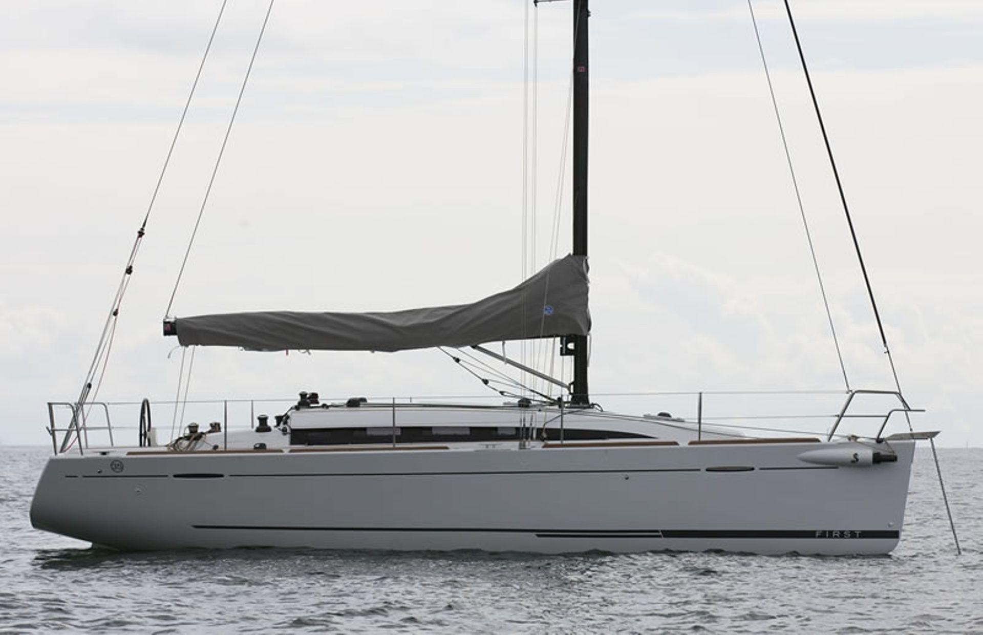 https://media.insailing.com/boat/first-35/image_1565165338886.jpg