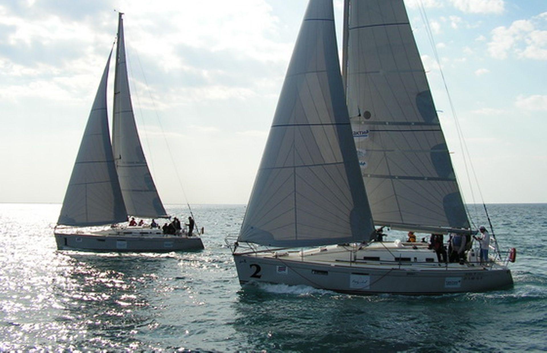 https://media.insailing.com/boat/first-367/image_1576050689528.jpg
