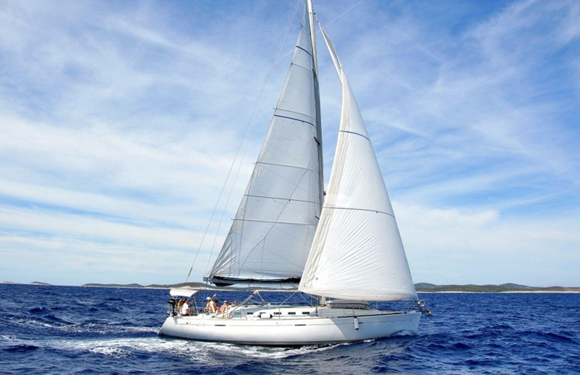 https://media.insailing.com/boat/first/image_1563260398654.jpg