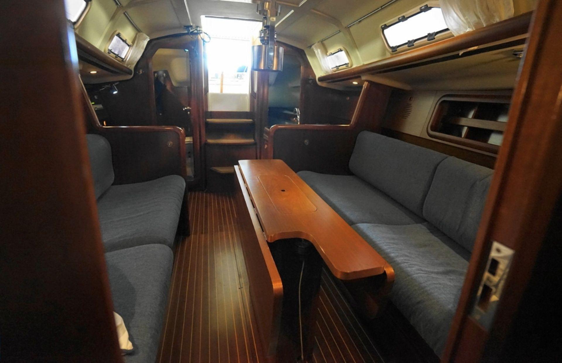 https://media.insailing.com/boat/grand-soleil-34.1/image_1570995315432.jpg