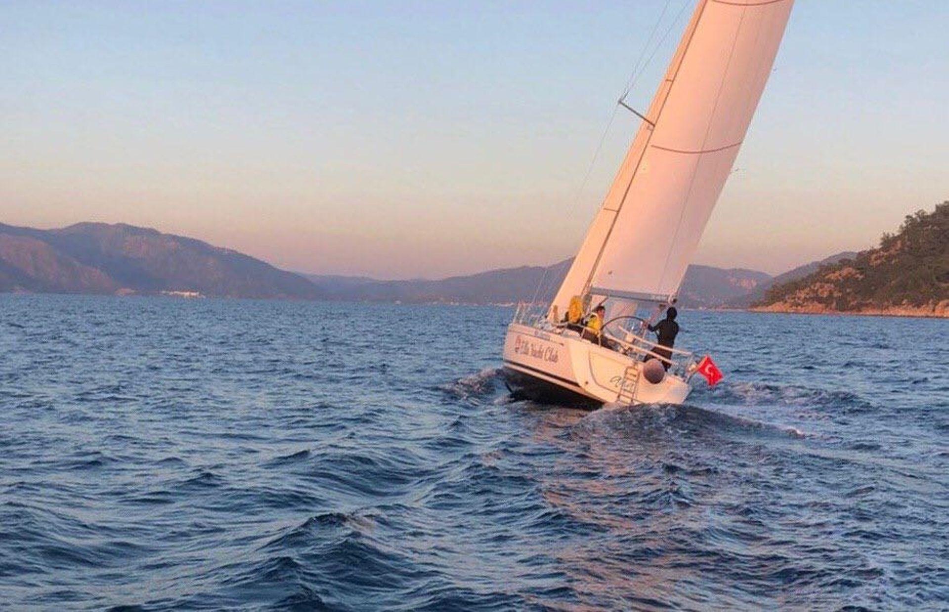 https://media.insailing.com/boat/grand-soleil-41/image_1580897778018.jpg