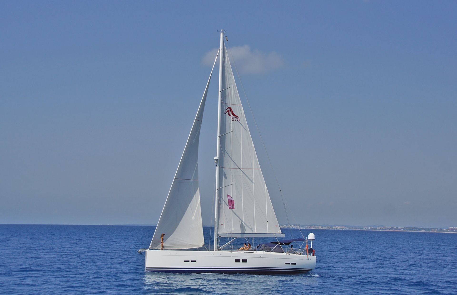 https://media.insailing.com/boat/hanse-2/image_1569997000808.jpg
