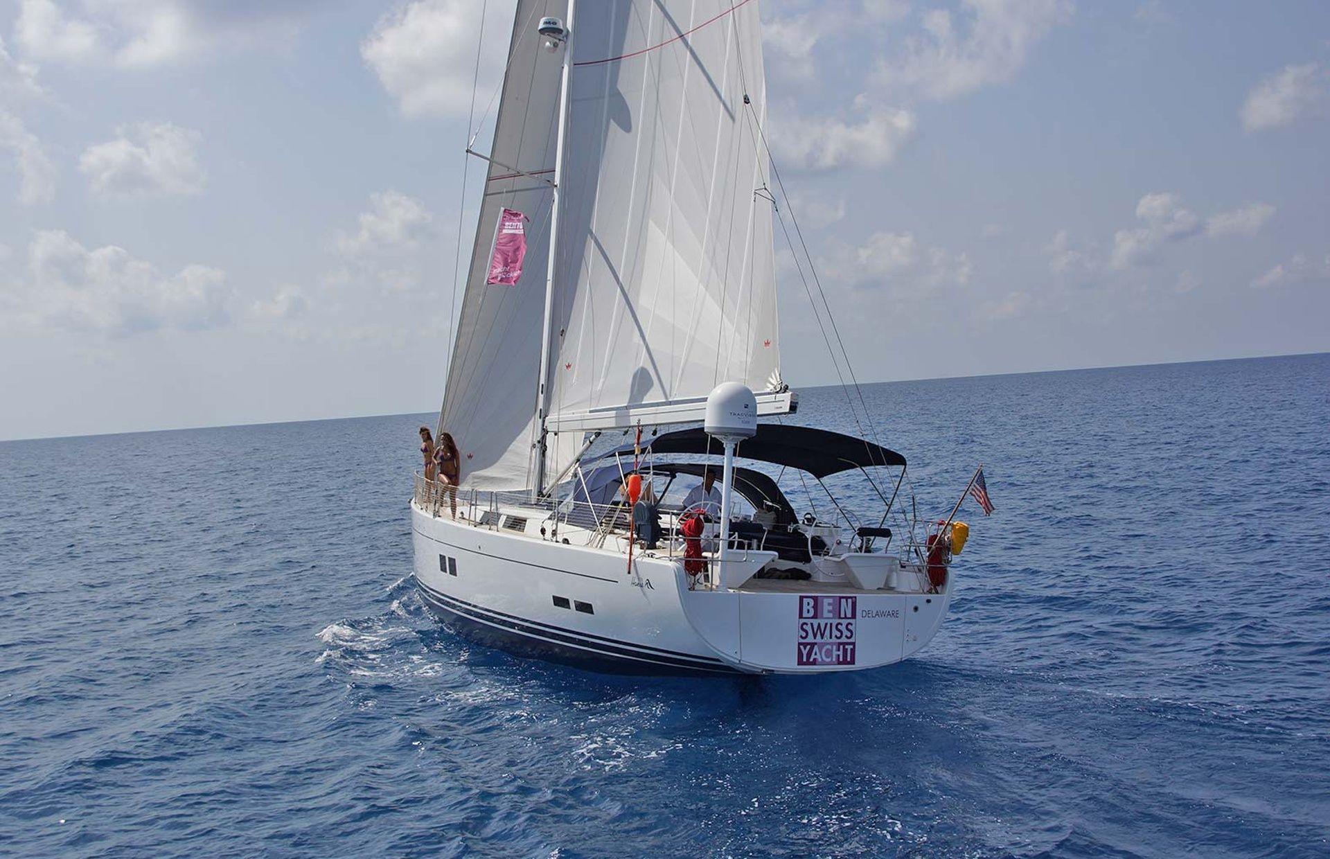 https://media.insailing.com/boat/hanse-2/image_1569997000811.jpg