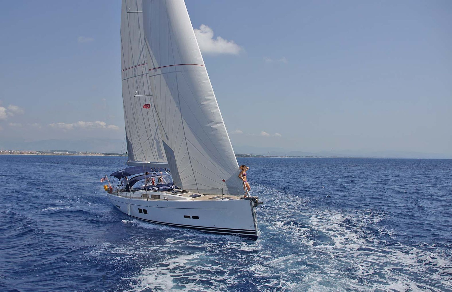 https://media.insailing.com/boat/hanse-2/image_1569997000813.jpg