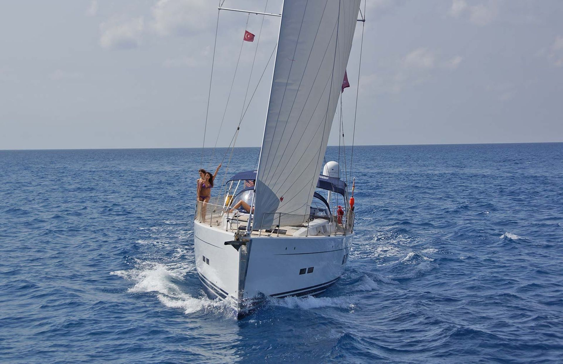https://media.insailing.com/boat/hanse-2/image_1569997000815.jpg