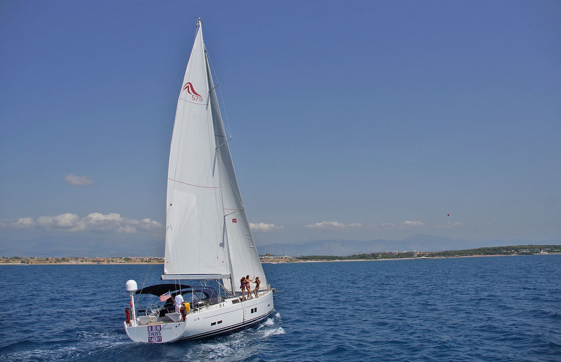 https://media.insailing.com/boat/hanse-2/image_1569997000816.jpg