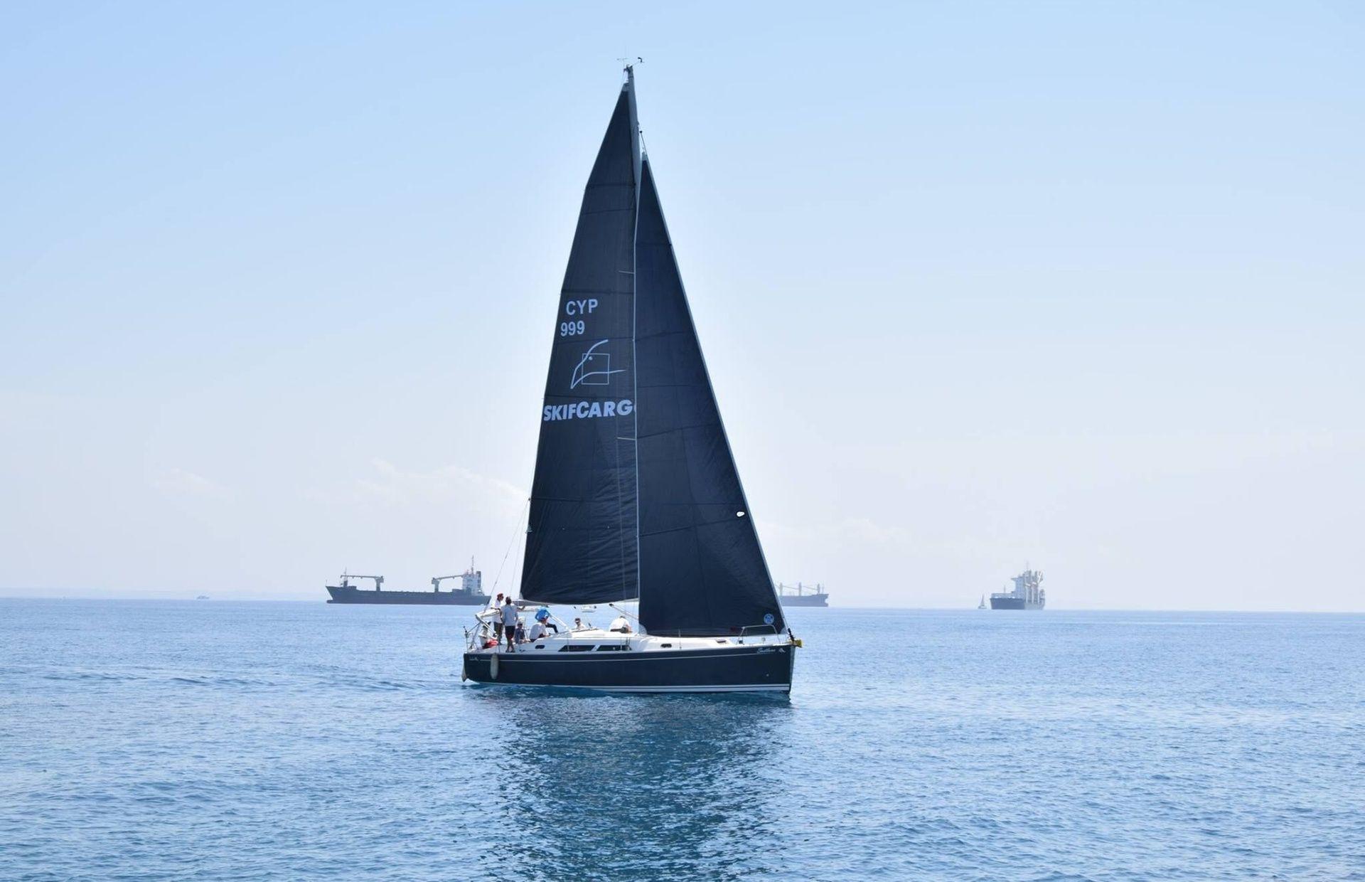 https://media.insailing.com/boat/hanse-400/image_1579156116352.jpg