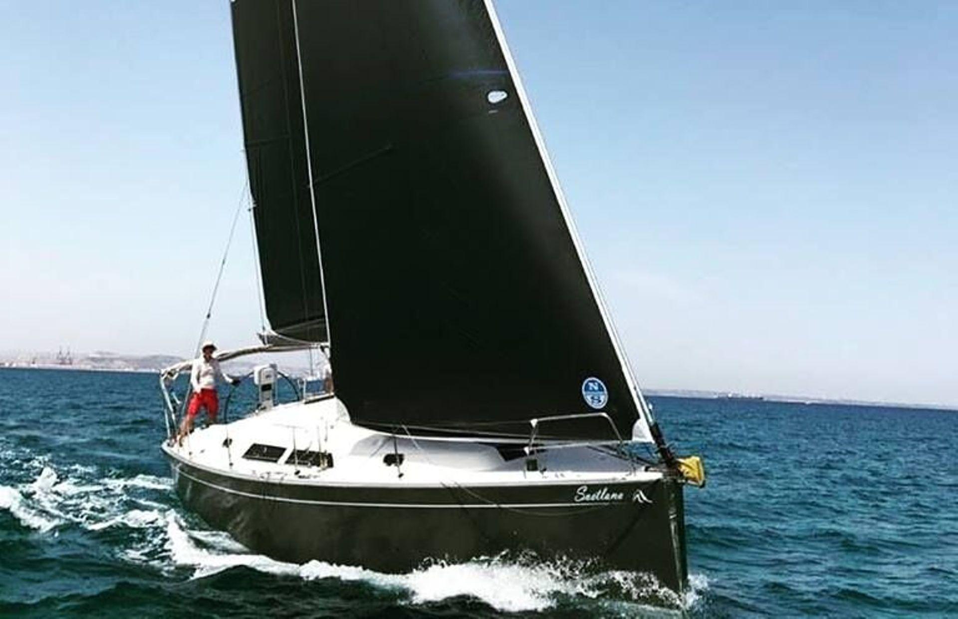 https://media.insailing.com/boat/hanse-400/image_1579156116355.jpg