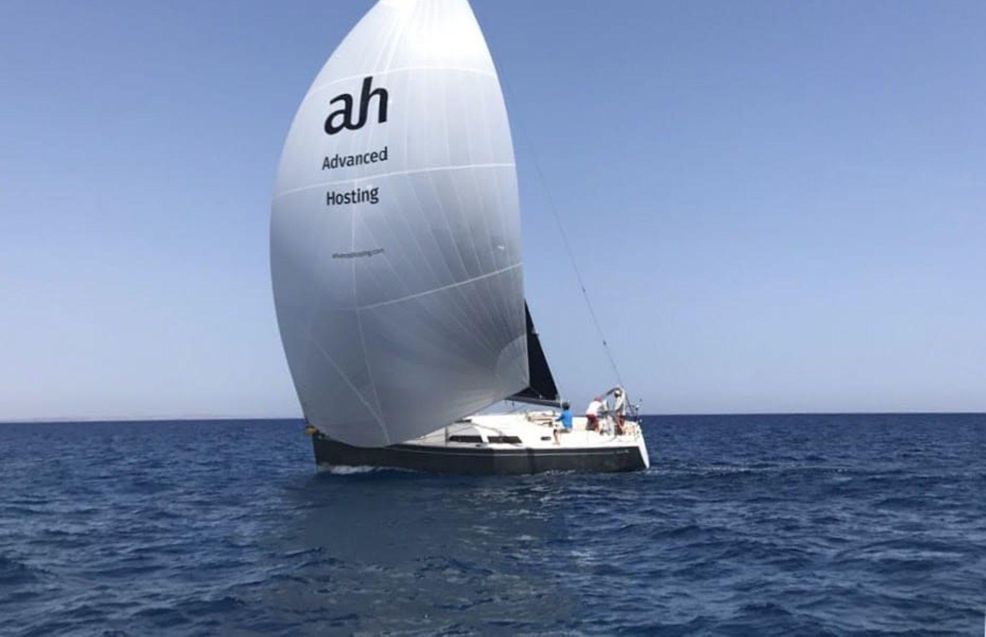 https://media.insailing.com/boat/hanse-400/image_1579156116359.jpg