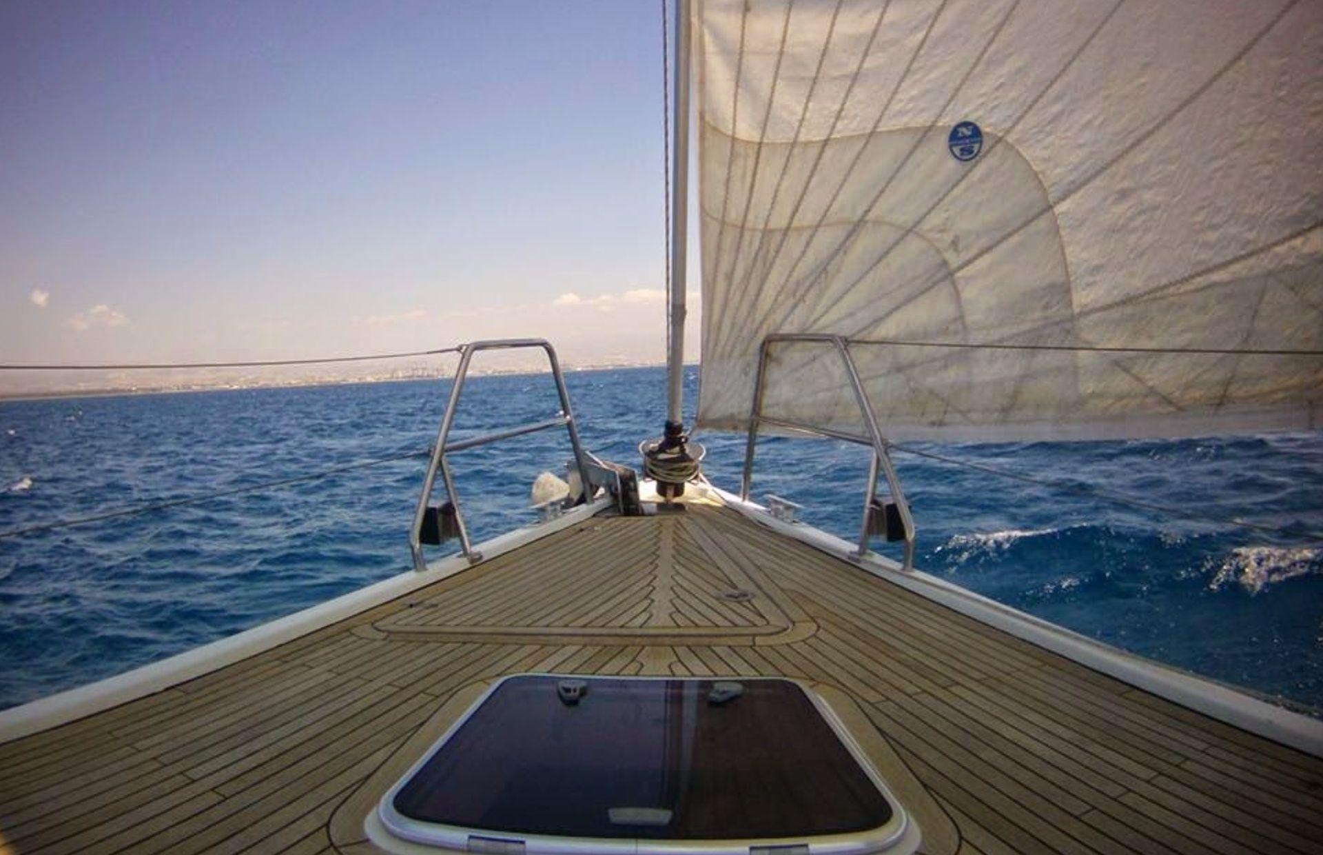 https://media.insailing.com/boat/hanse-540e/image_1570605491776.jpg