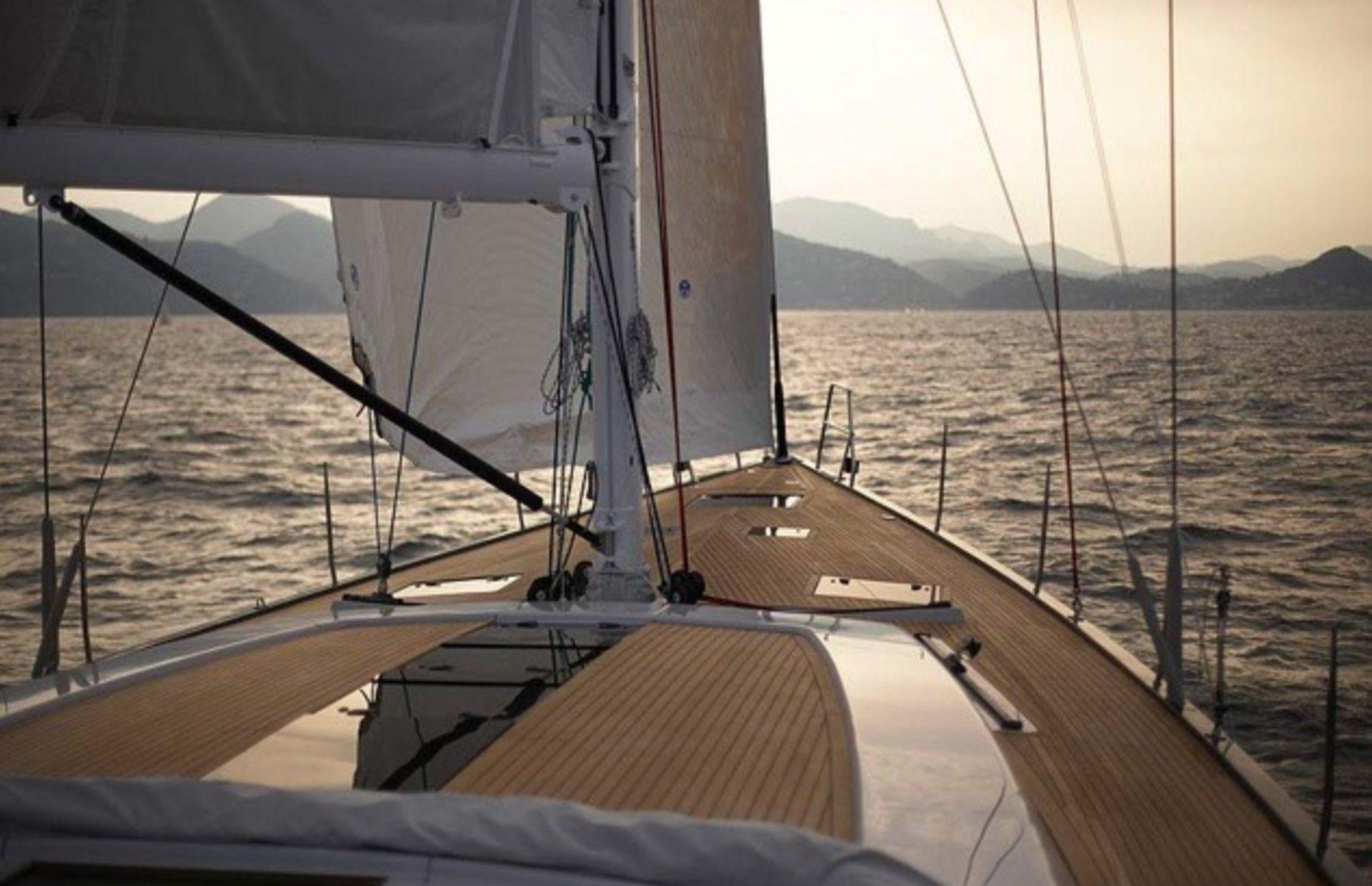 https://media.insailing.com/boat/hanse-540e/image_1570605491777.jpg