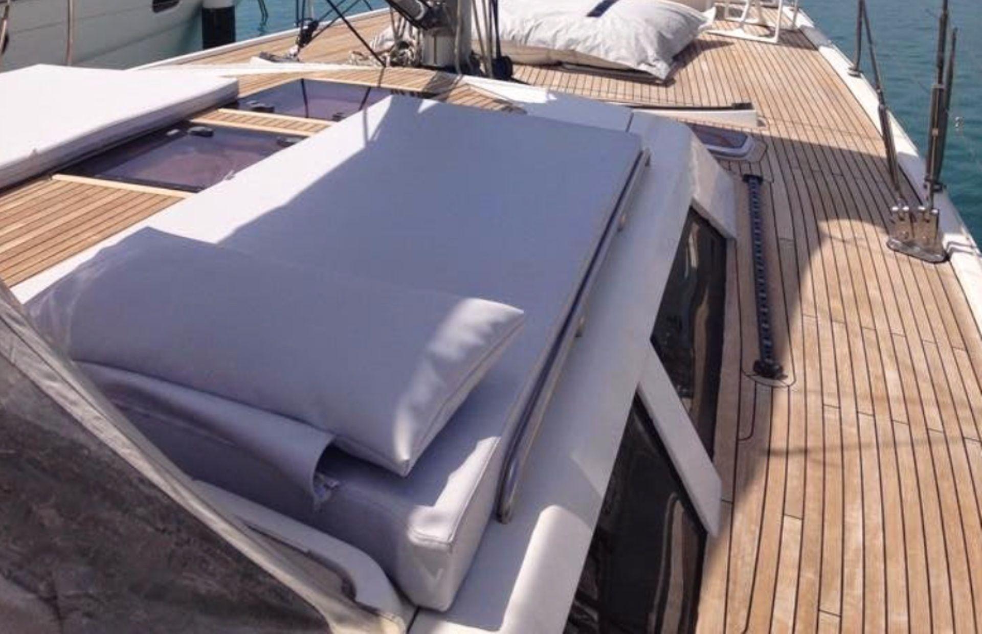 https://media.insailing.com/boat/hanse-540e/image_1570605491778.jpg