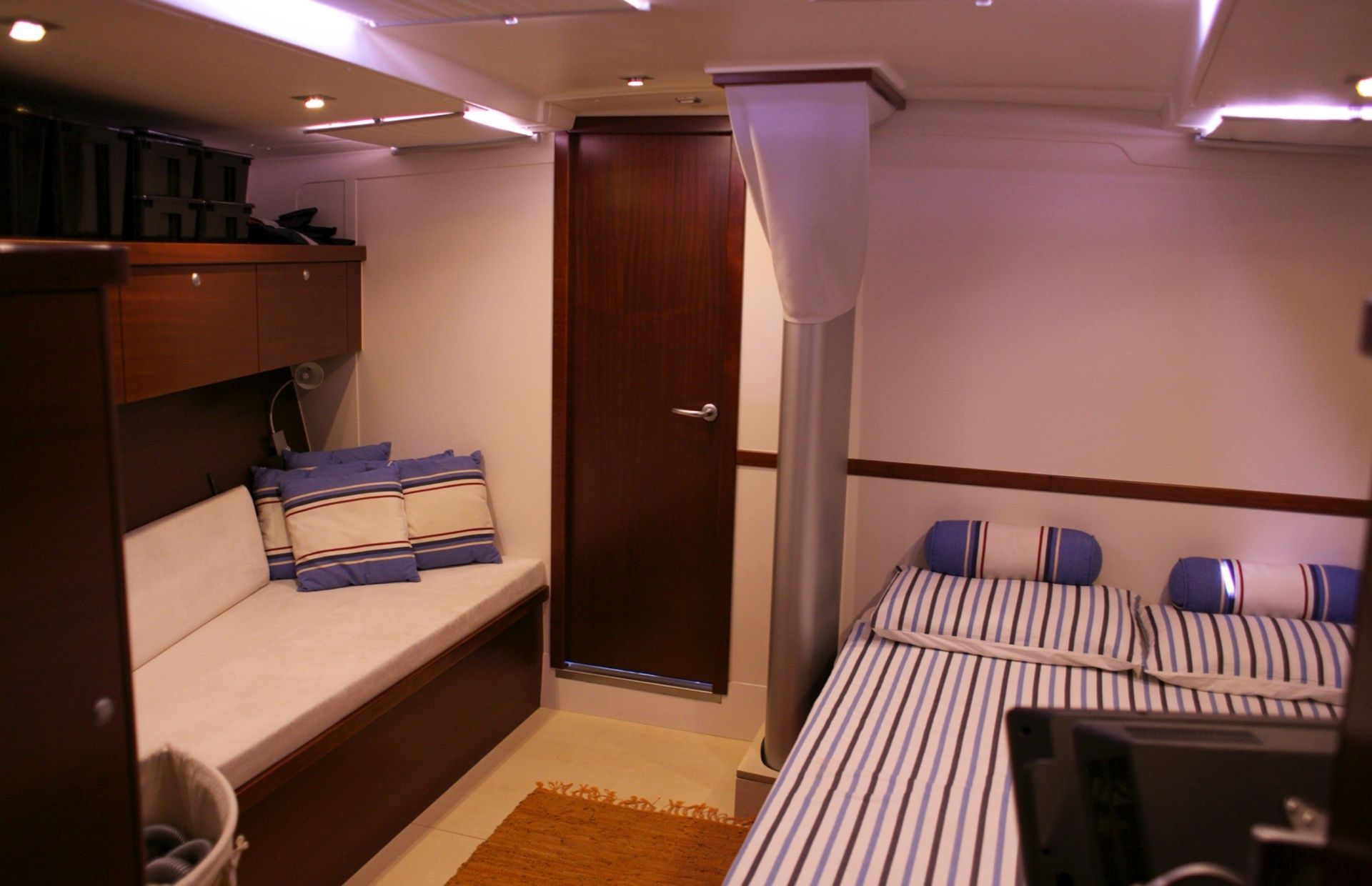 https://media.insailing.com/boat/hanse-540e/image_1570605491779.jpg