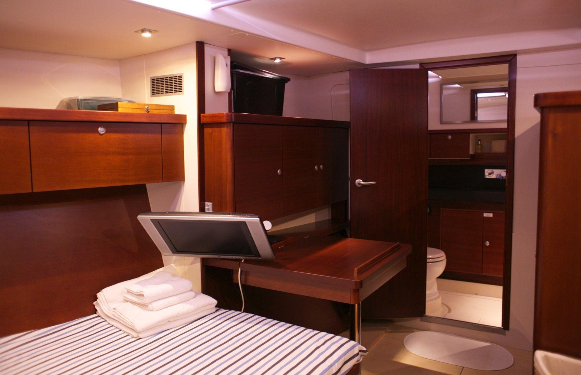 https://media.insailing.com/boat/hanse-540e/image_1570605491781.jpg