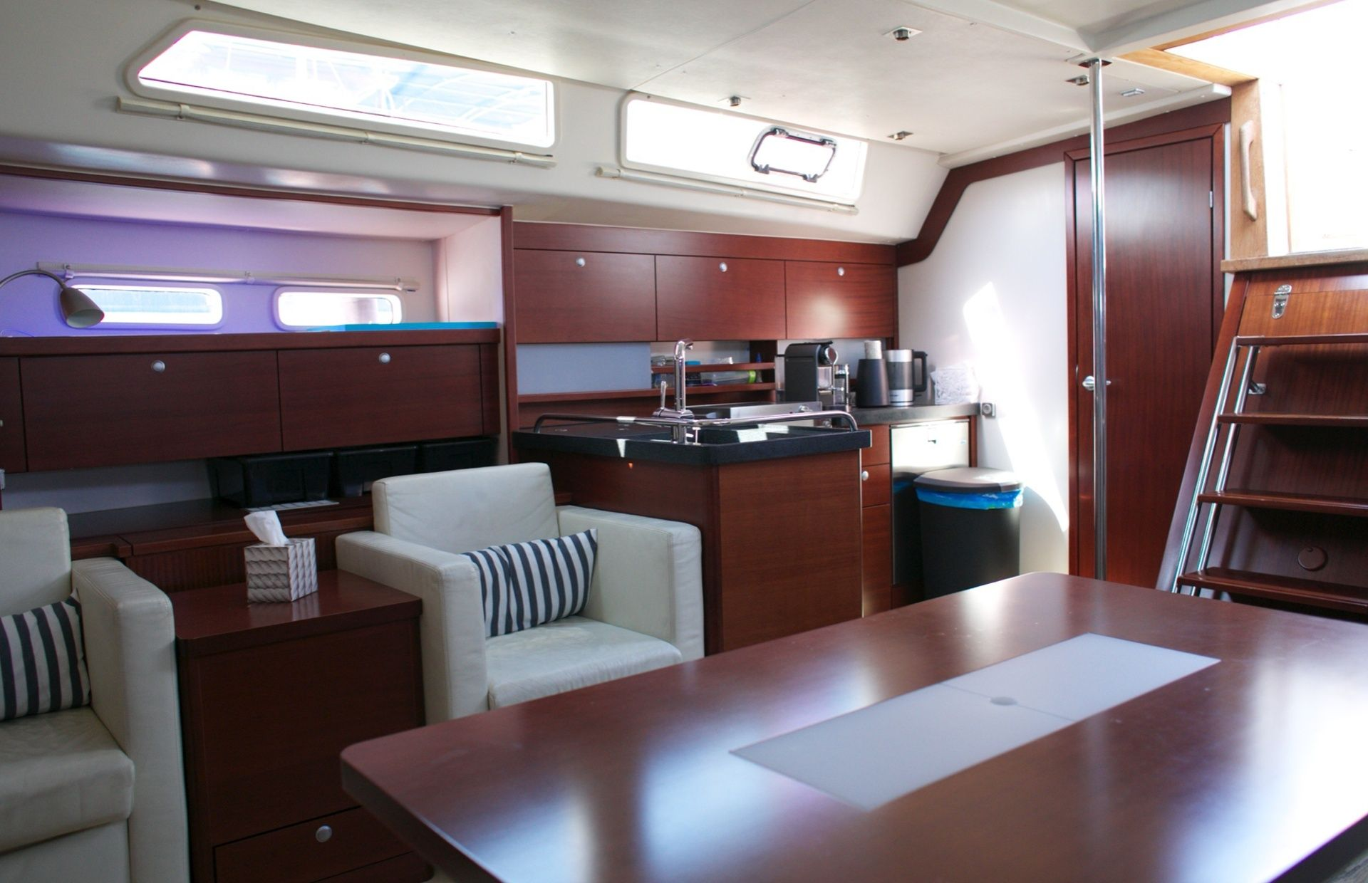 https://media.insailing.com/boat/hanse-540e/image_1570605491783.jpg