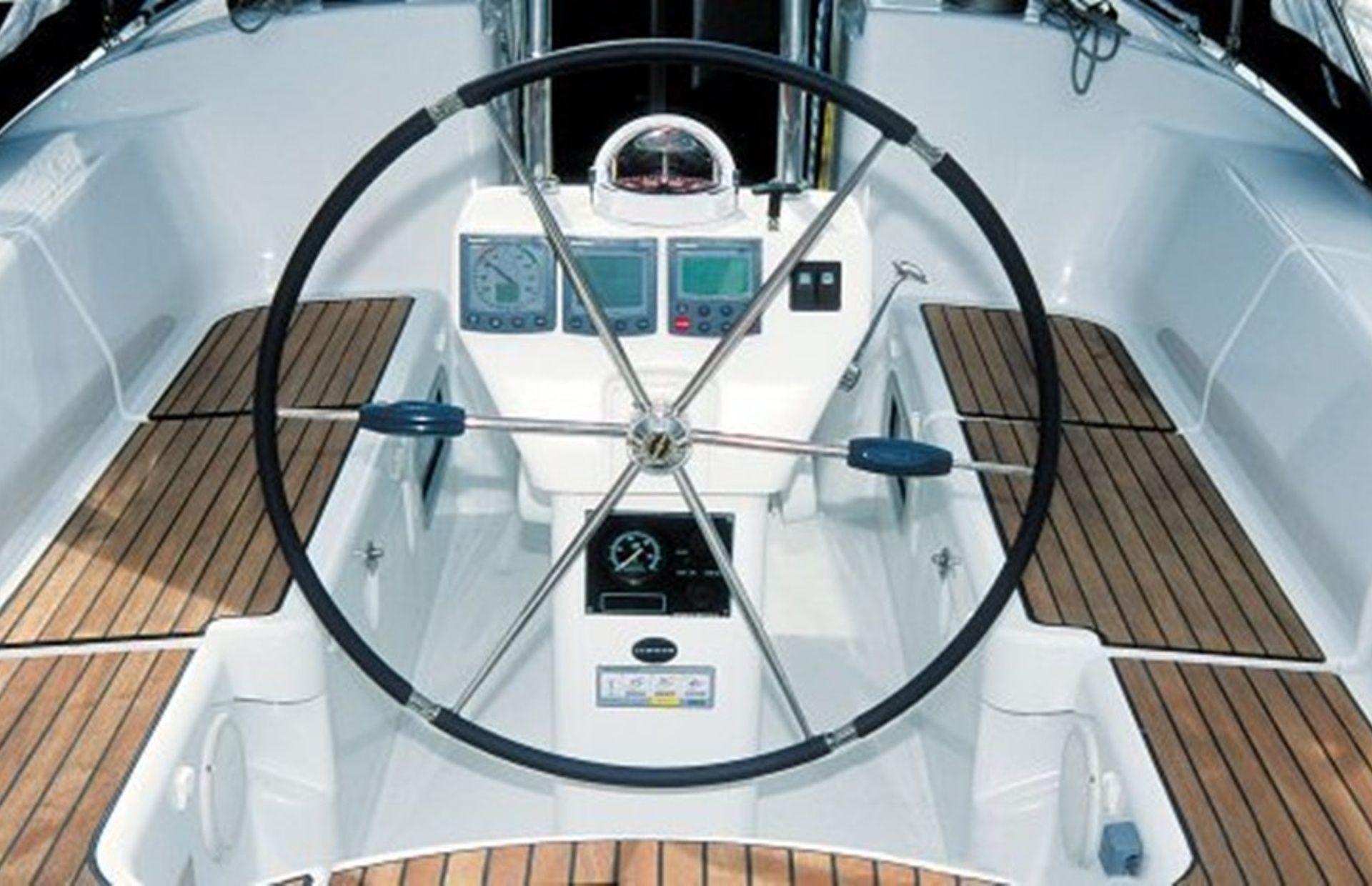 https://media.insailing.com/boat/harmony-47/image_1581401419967.jpg