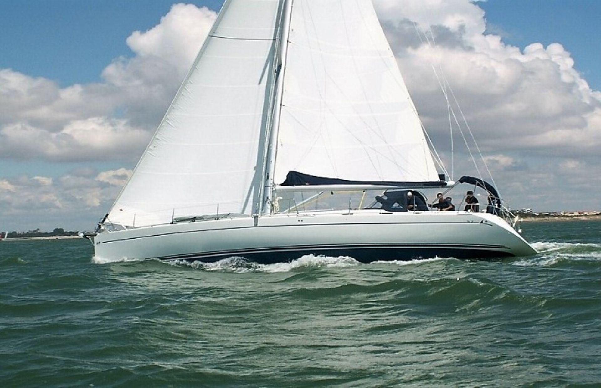 https://media.insailing.com/boat/harmony/image_1567428639021.jpg