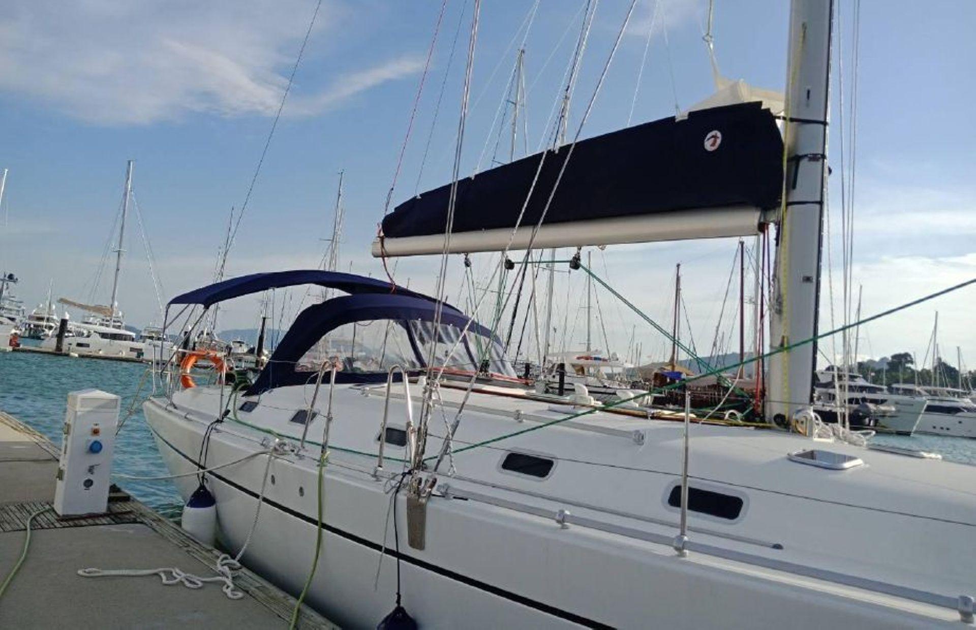 https://media.insailing.com/boat/harmony/image_1567428639023.jpg