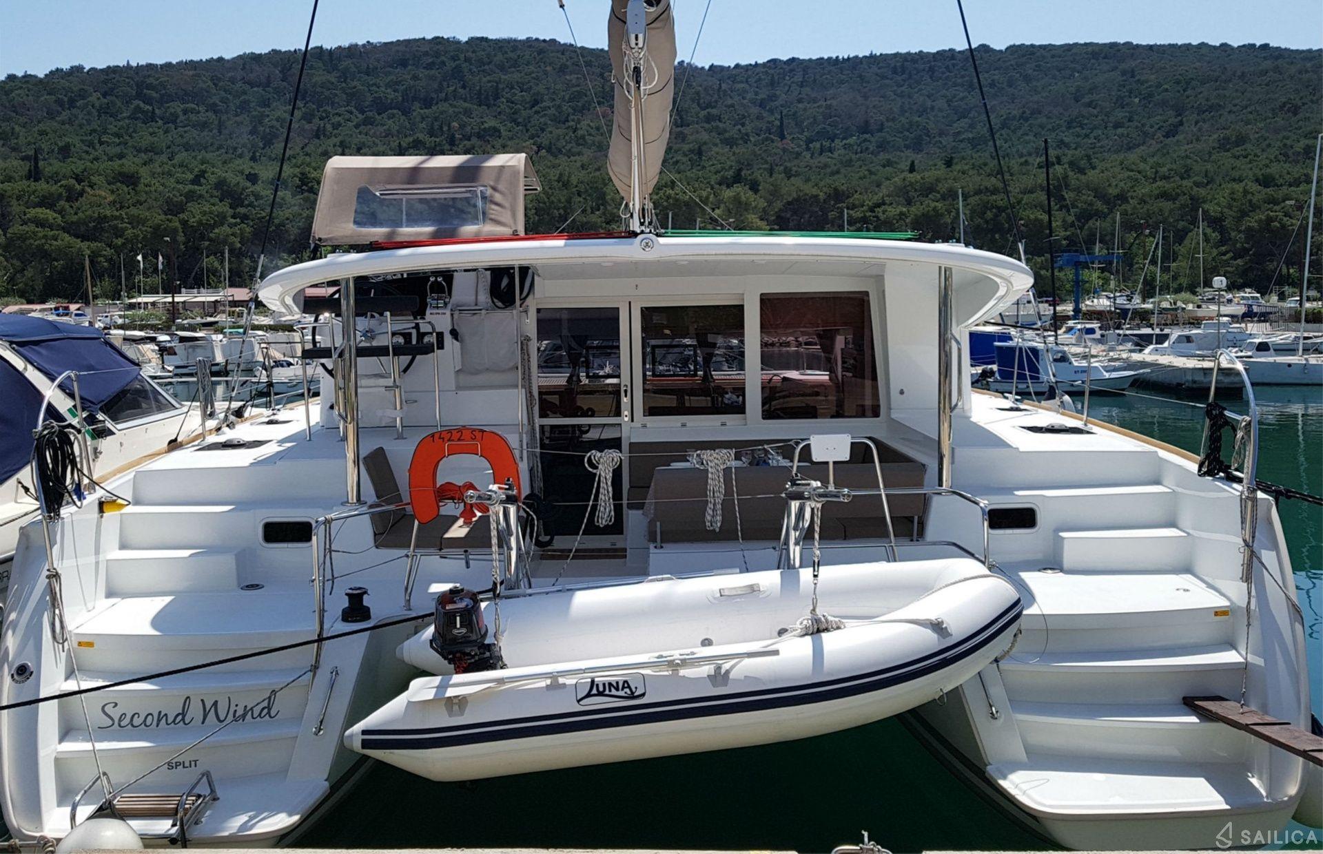 https://media.insailing.com/boat/helios/image_1582274394759.jpg