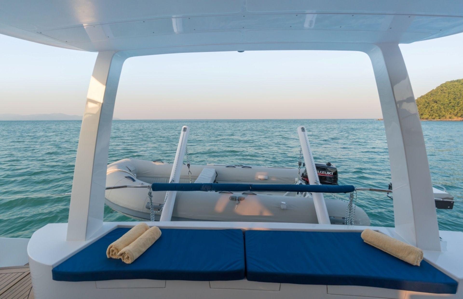 https://media.insailing.com/boat/island-spirit-410/image_1574411947217.jpg
