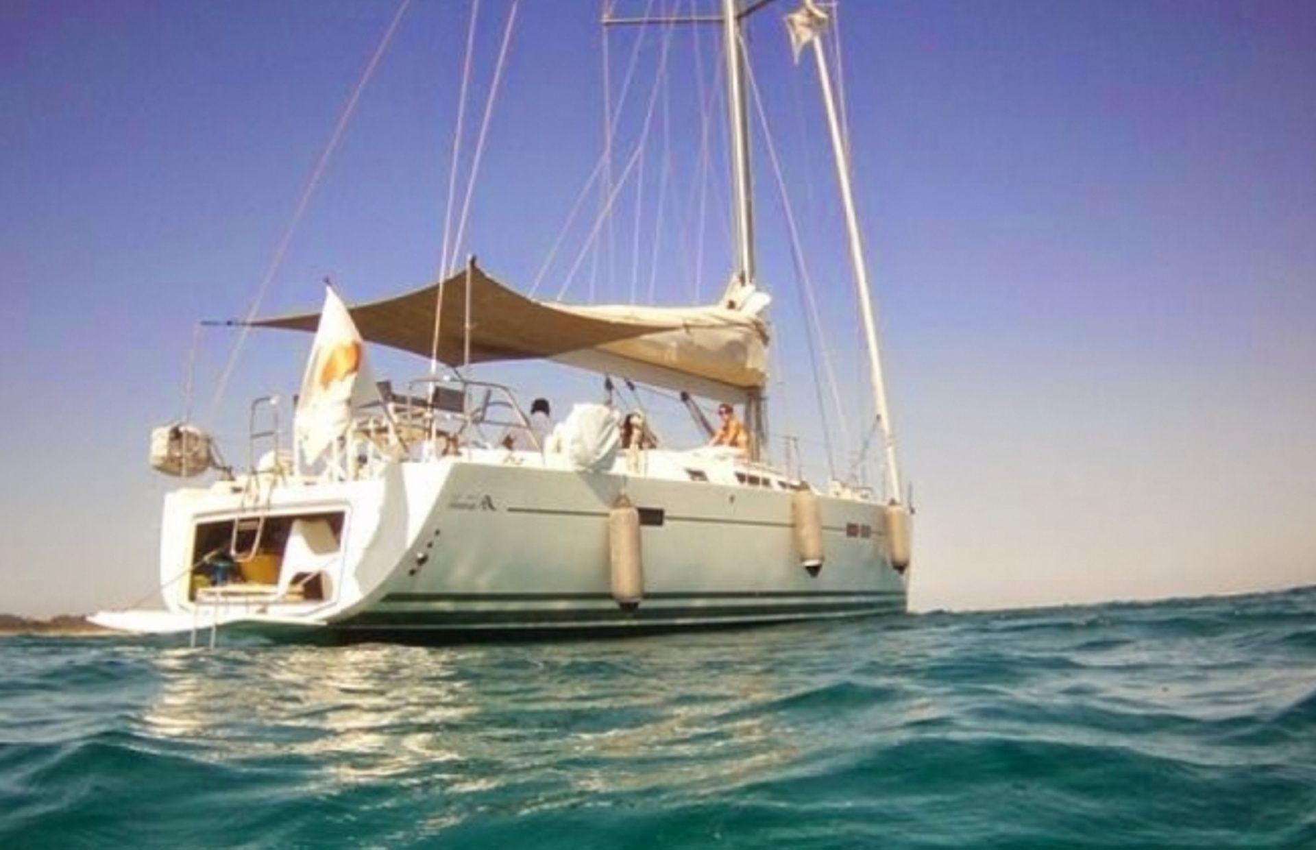 https://media.insailing.com/boat/jeannau-40.3/image_1570605917291.jpg