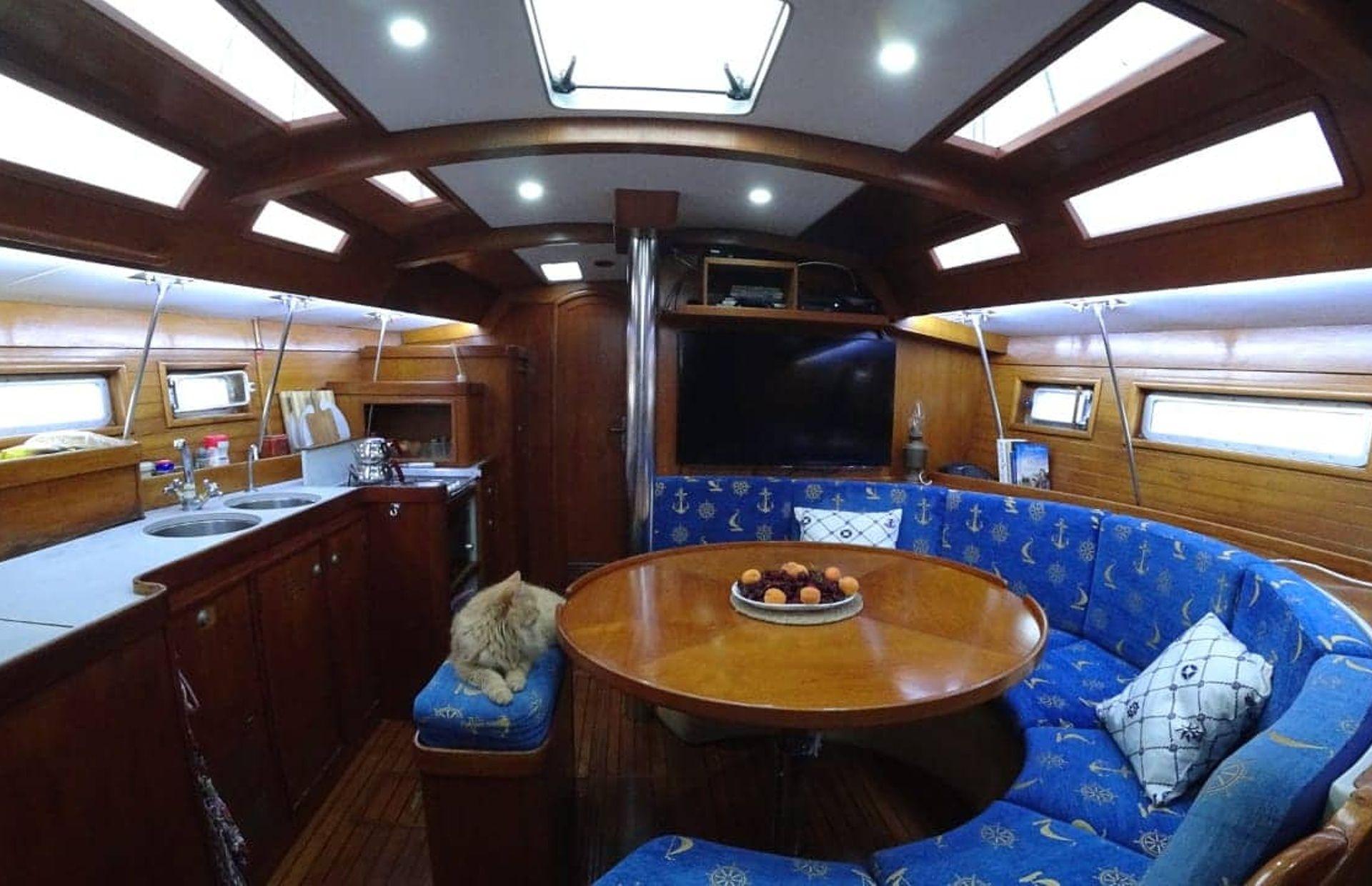 https://media.insailing.com/boat/jeanneau-voyage-41/image_1570689882097.jpg