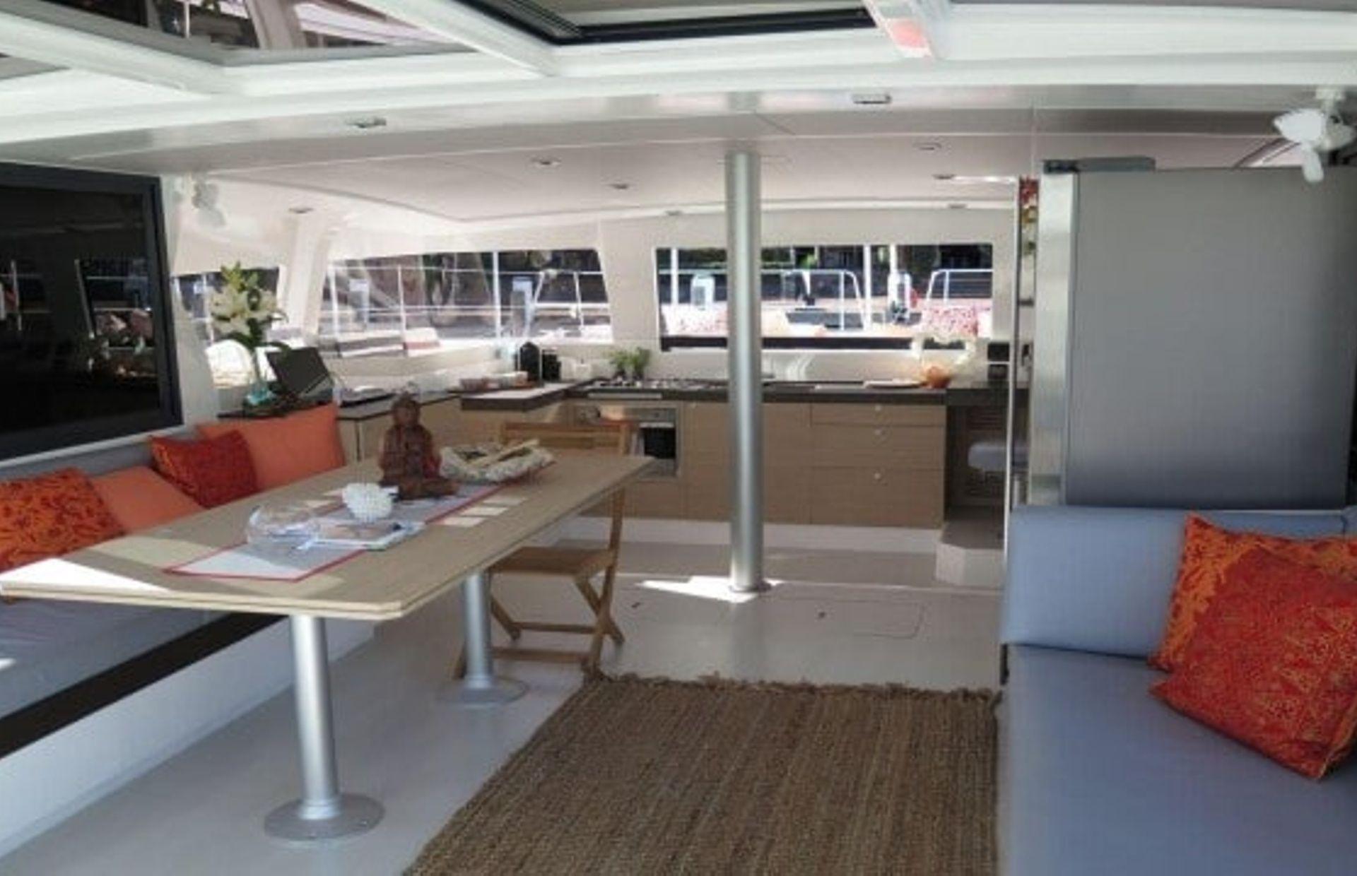 https://media.insailing.com/boat/katamaran-2/image_1567353992708.jpg