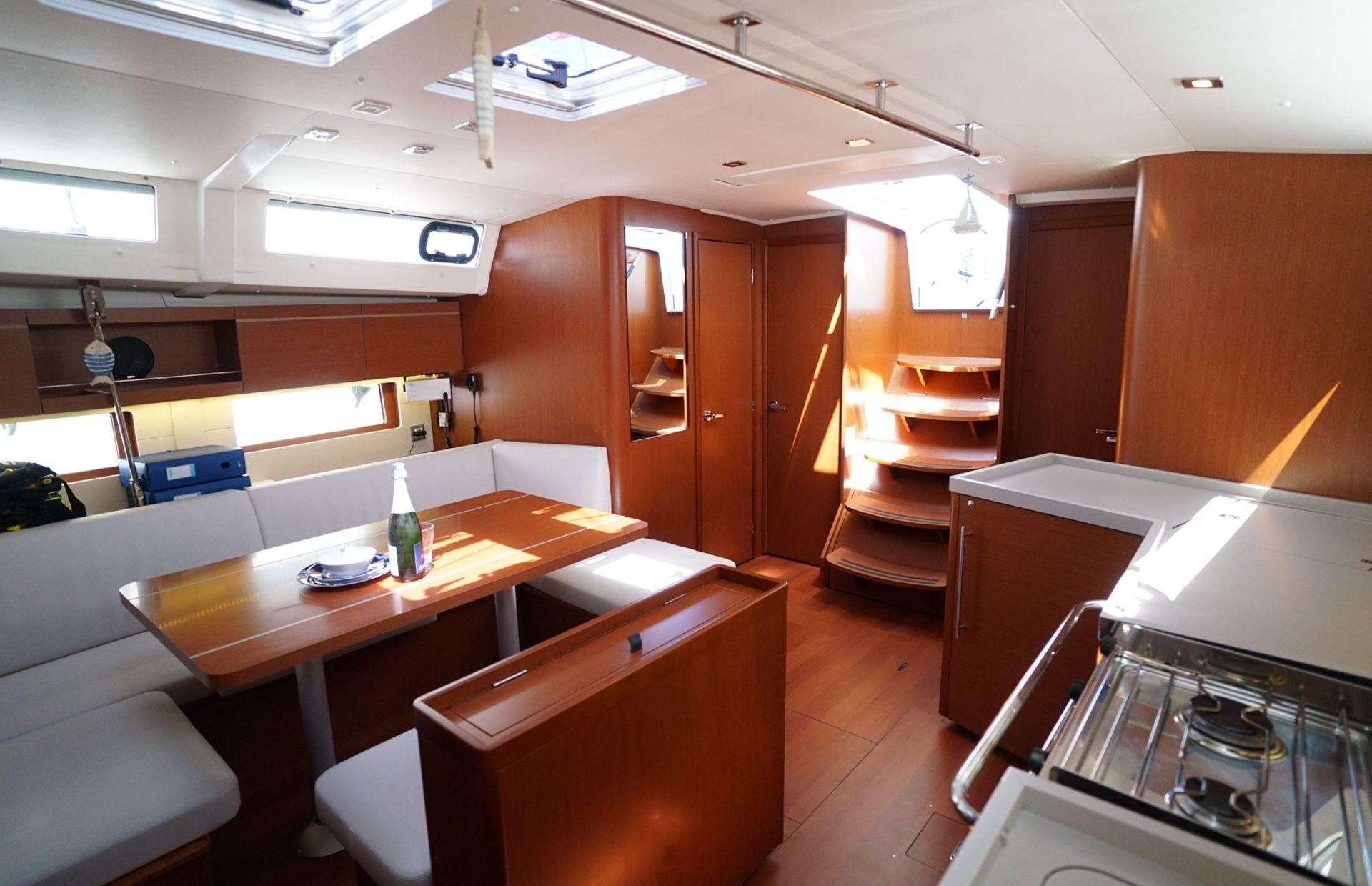 https://media.insailing.com/boat/kismee/image_1595571265848.jpg