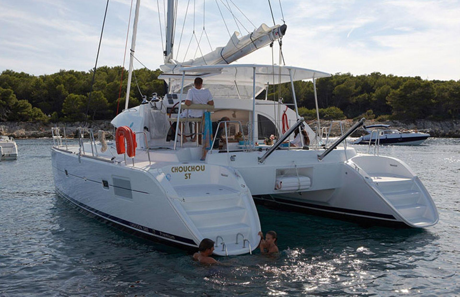 https://media.insailing.com/boat/lagoon-380-3/image_1572346050603.jpg