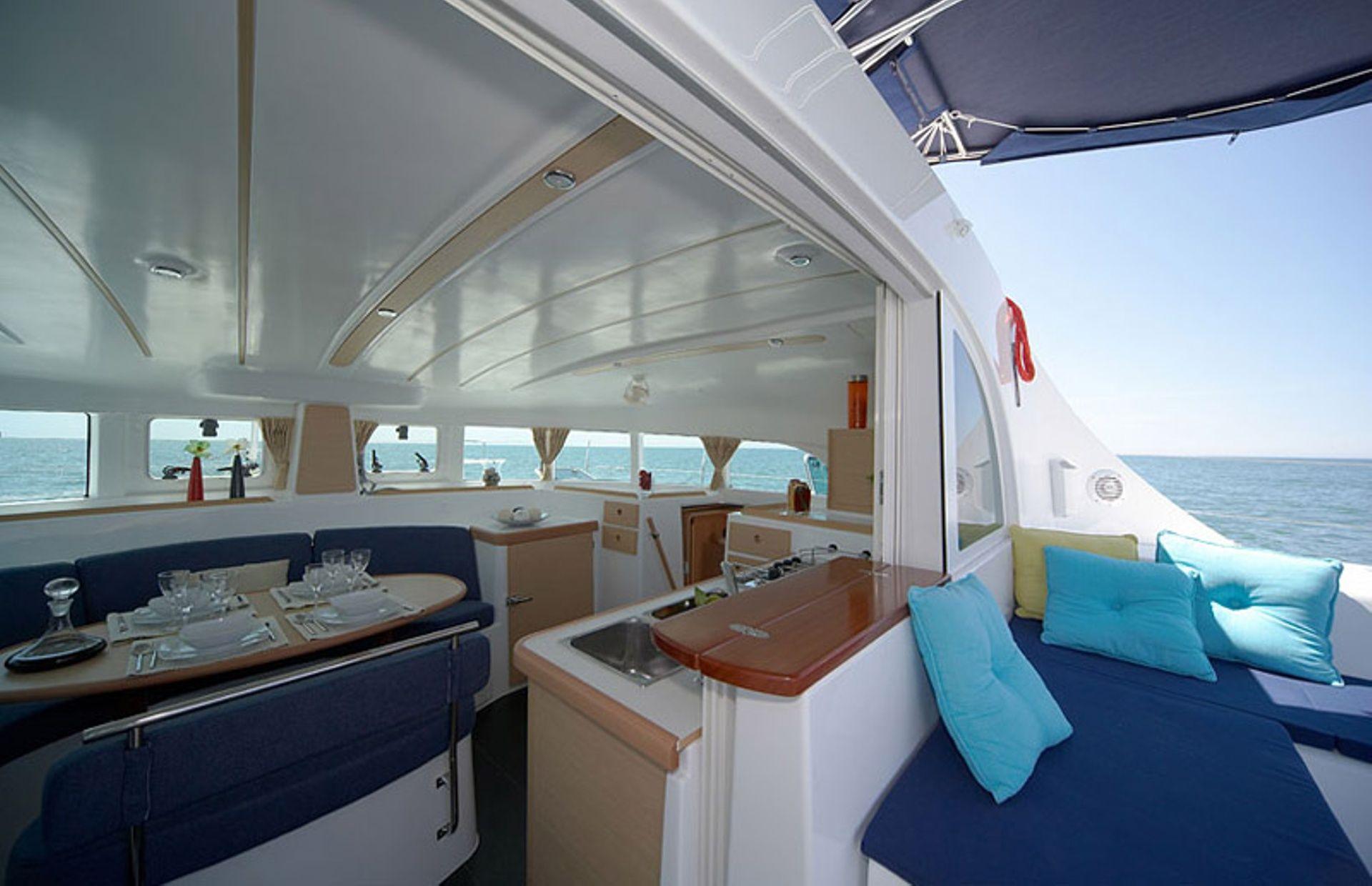 https://media.insailing.com/boat/lagoon-380-3/image_1572346050605.jpg