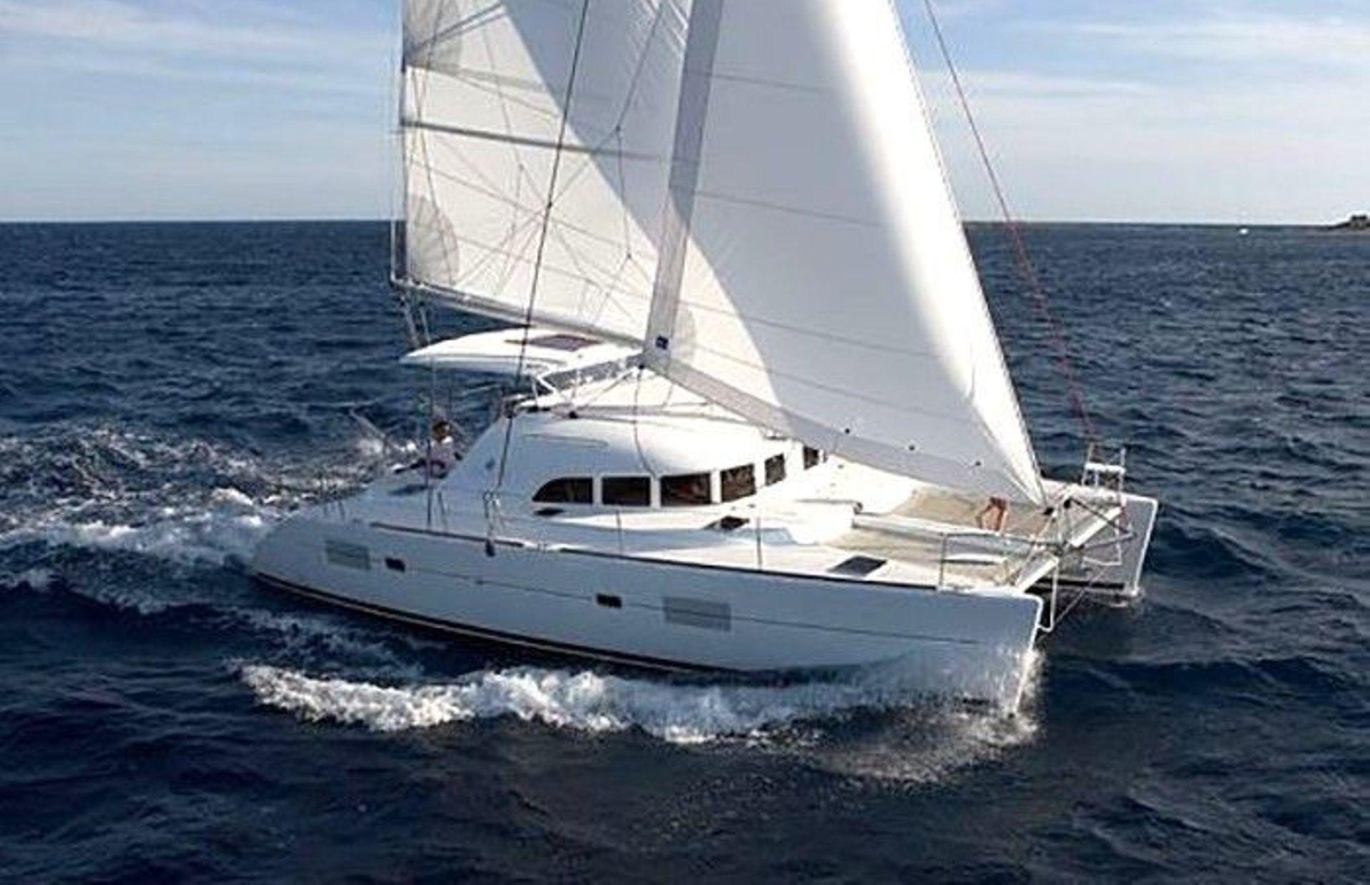 https://media.insailing.com/boat/lagoon-380/image_1564477885584.jpg