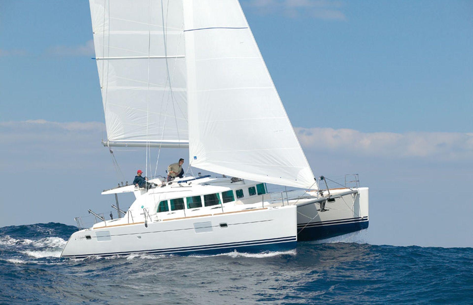 https://media.insailing.com/boat/lagoon-380/image_1564477885587.jpg