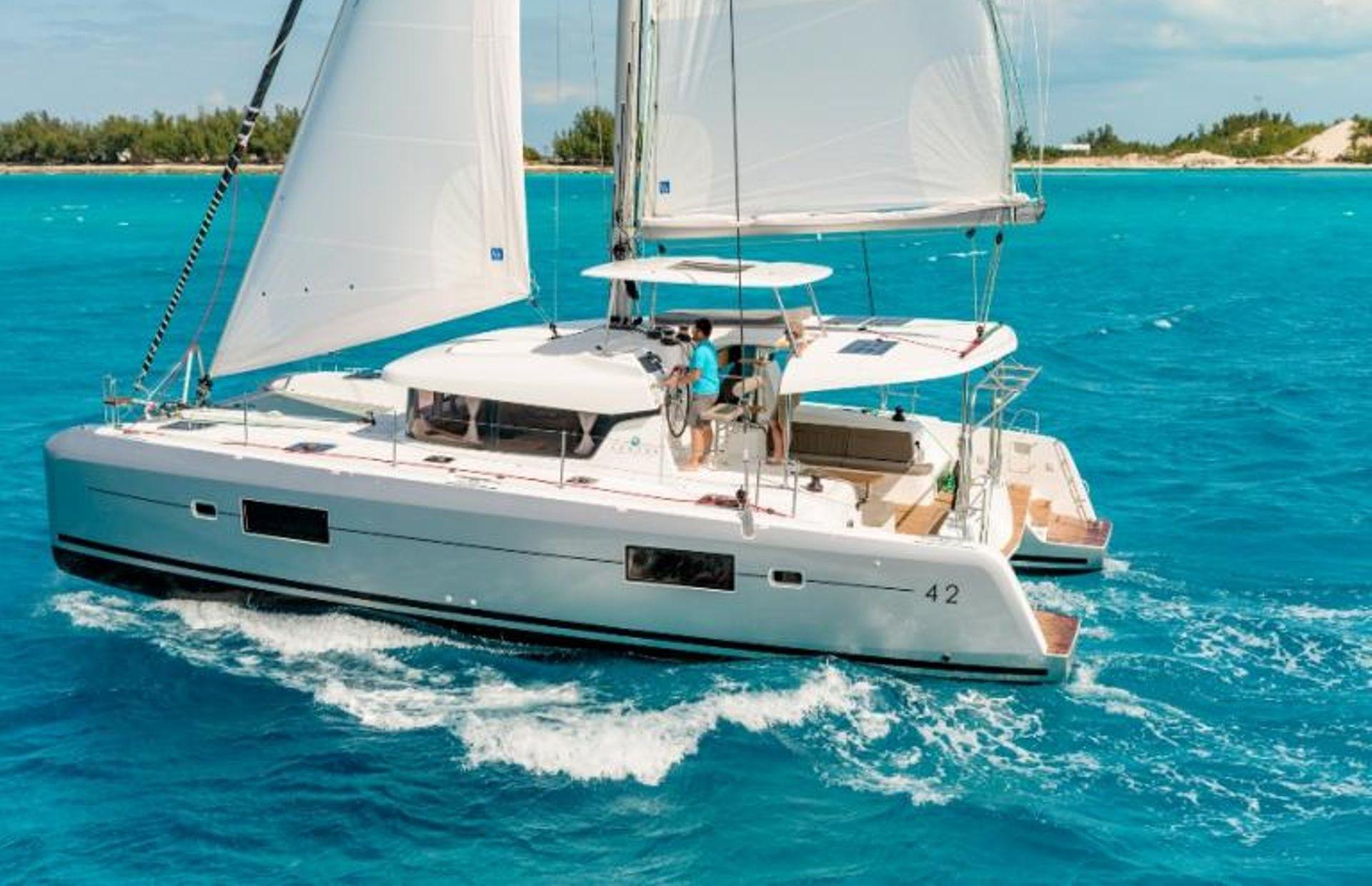 https://media.insailing.com/boat/lagoon-42-3/image_1573725937645.jpg