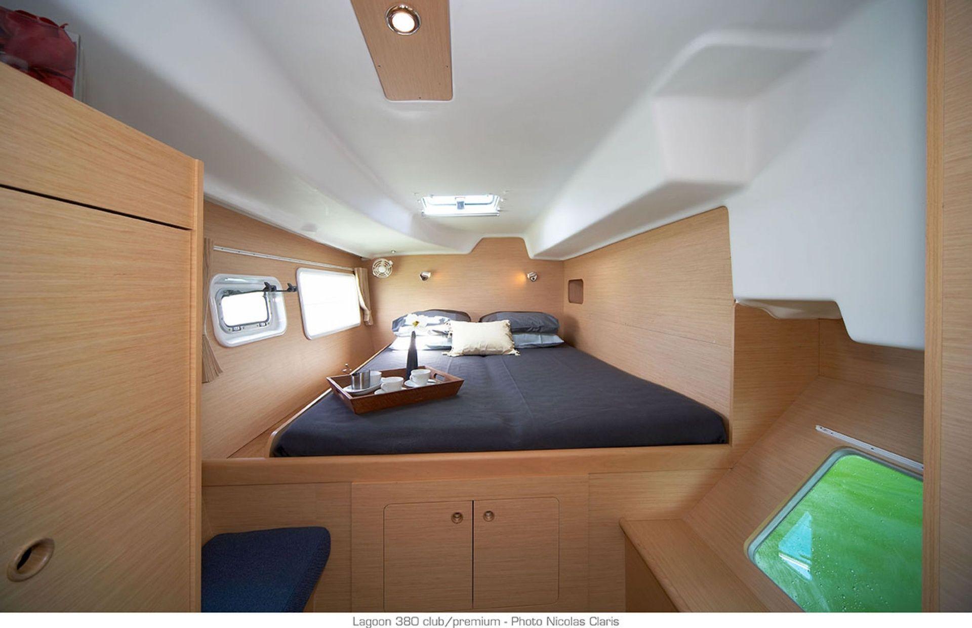 https://media.insailing.com/boat/lucky-seven/image_1562700924691.jpg
