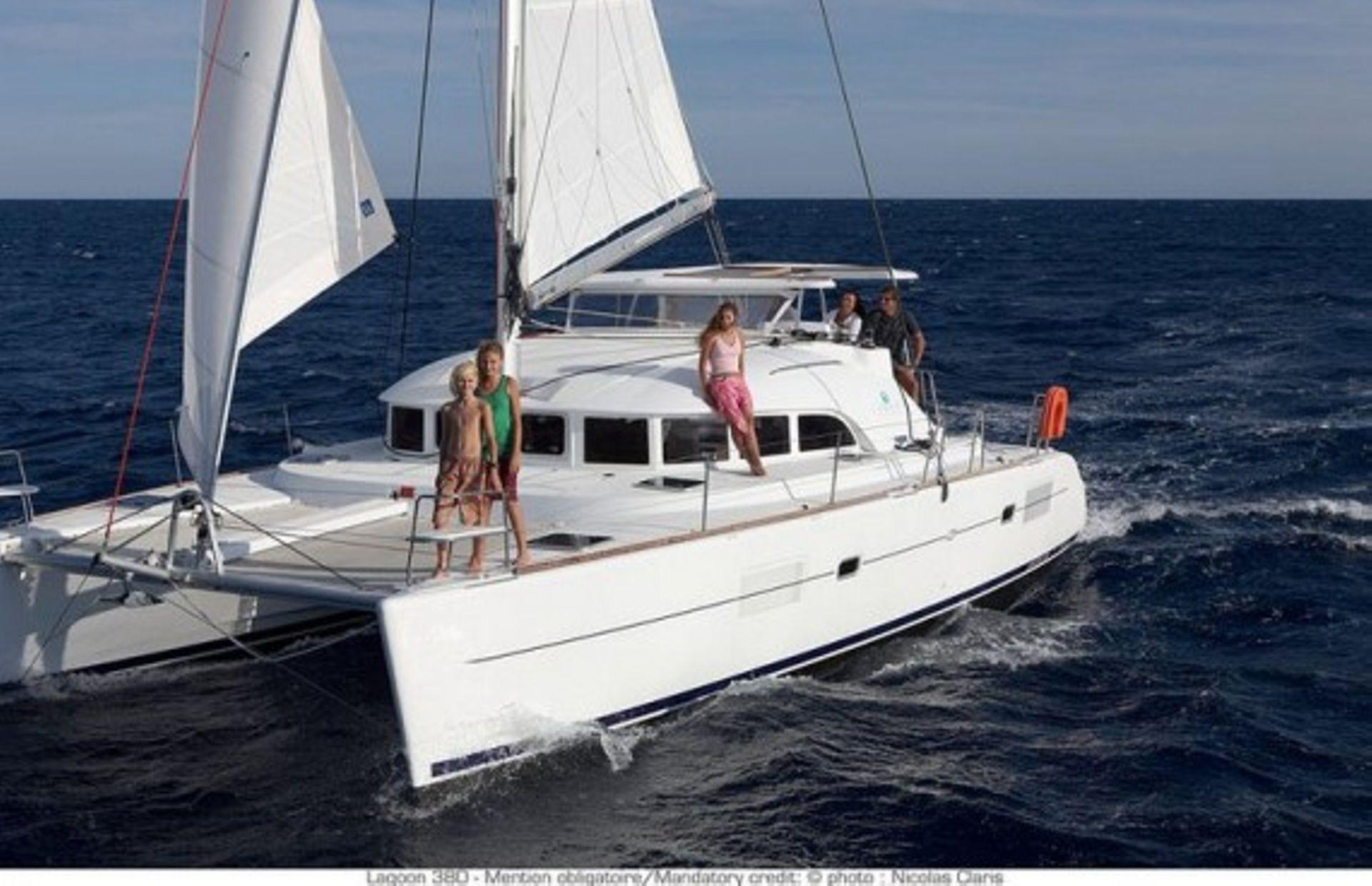 https://media.insailing.com/boat/lucky-seven/image_1562700924693.jpg
