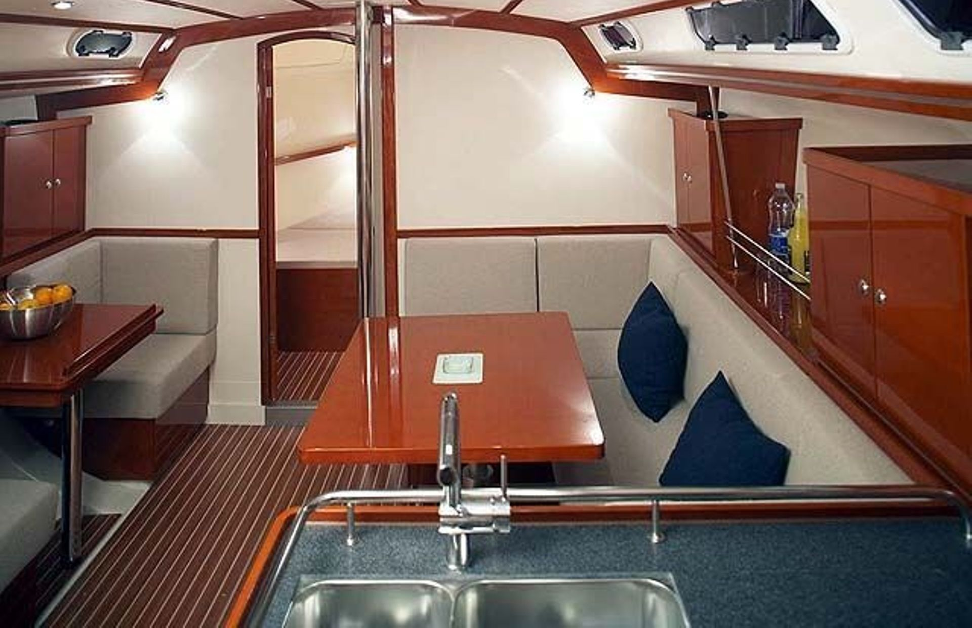 https://media.insailing.com/boat/nauticum/image_1572433420642.jpg