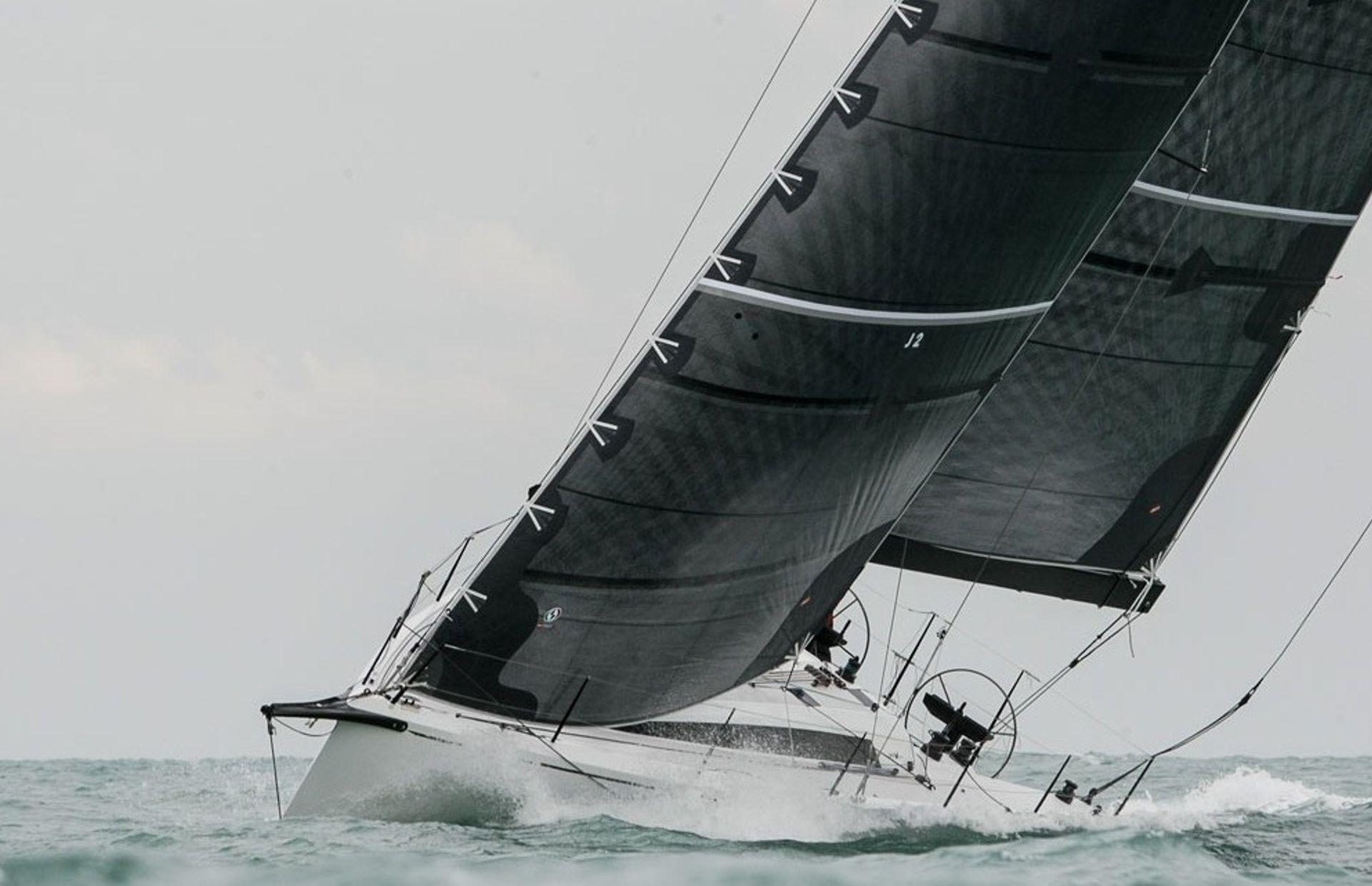 https://media.insailing.com/boat/neo-400/image_1574242677758.jpg