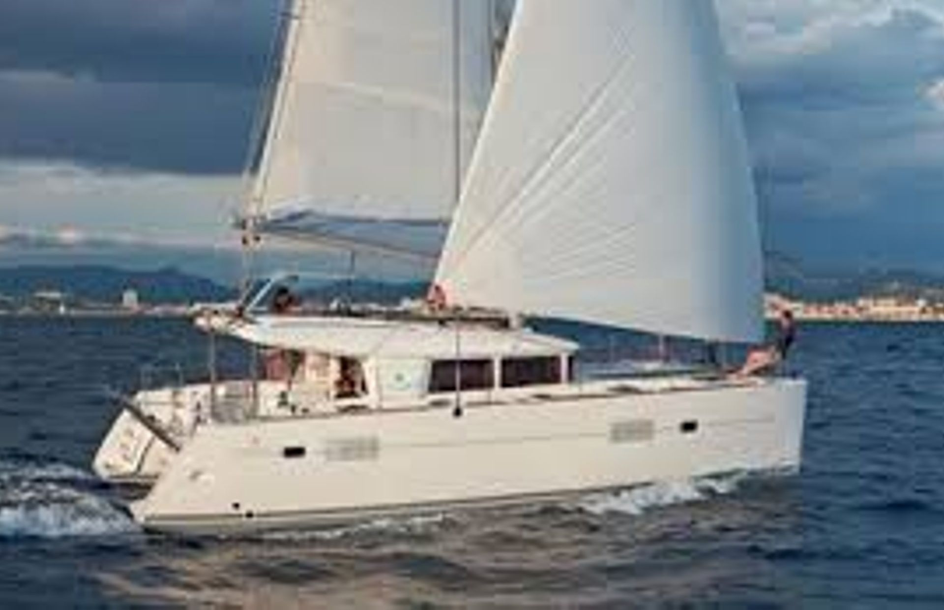 https://media.insailing.com/boat/no-name/image_1570017280660.jpg