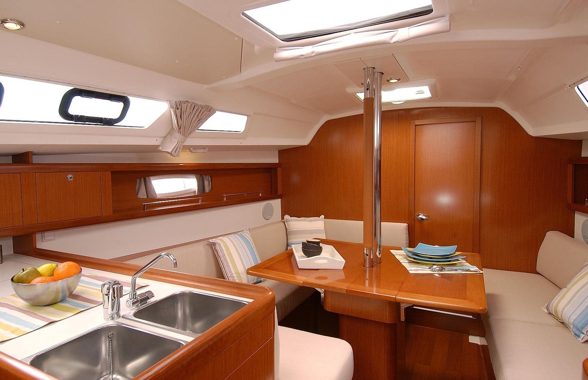 https://media.insailing.com/boat/oceanis-34/image_1567608188533.jpg