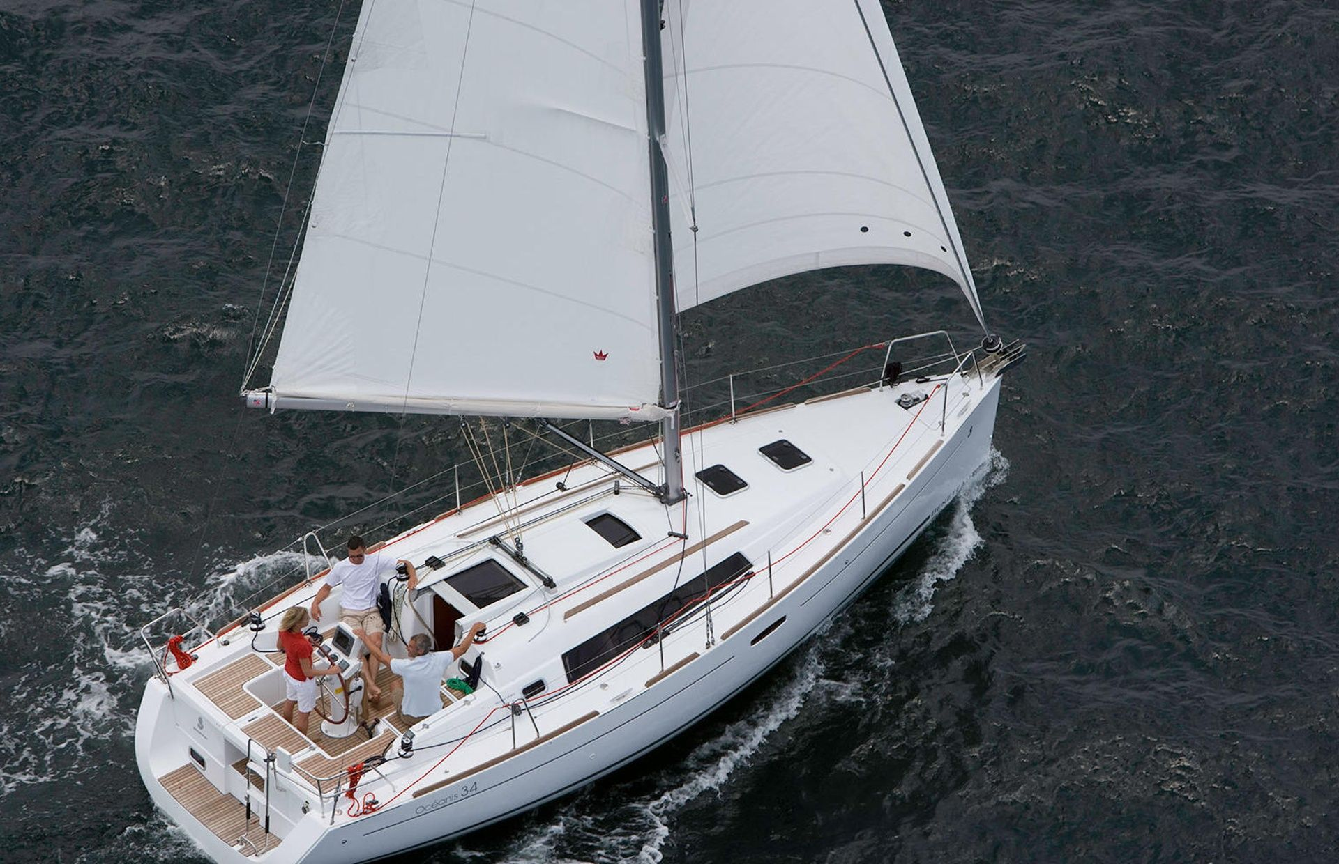 https://media.insailing.com/boat/oceanis-34/image_1567608188535.jpg