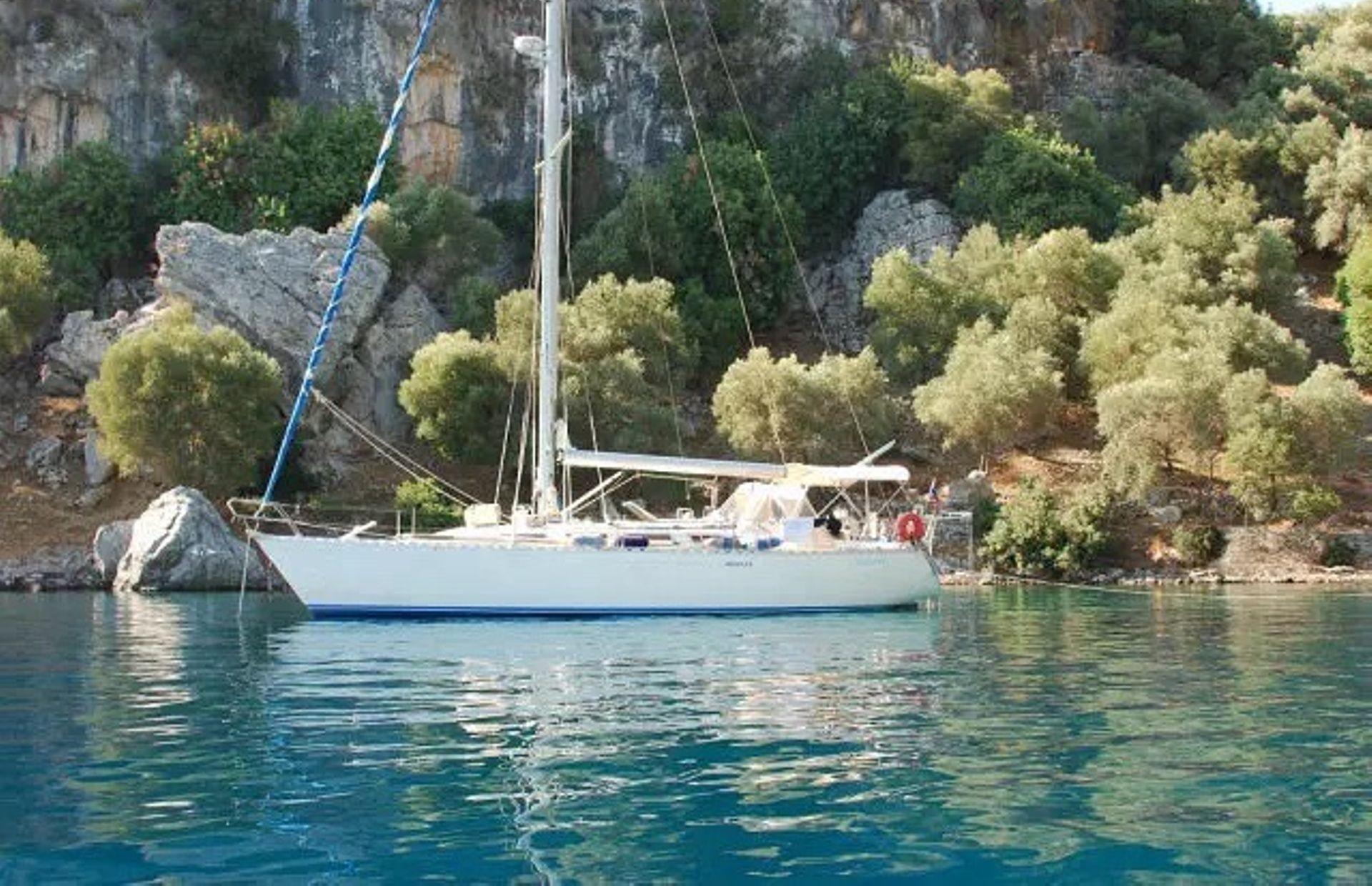 https://media.insailing.com/boat/ofelia/image_1569580195936.jpg