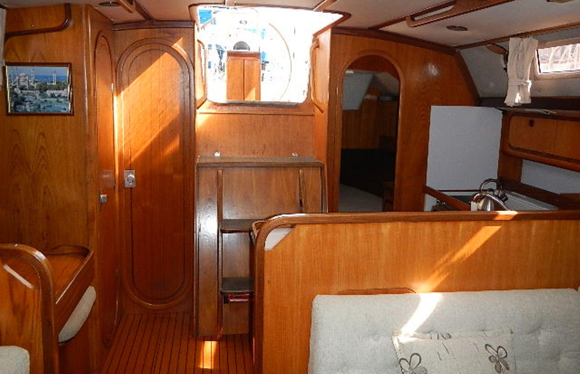 https://media.insailing.com/boat/ofelia/image_1569580195946.jpg