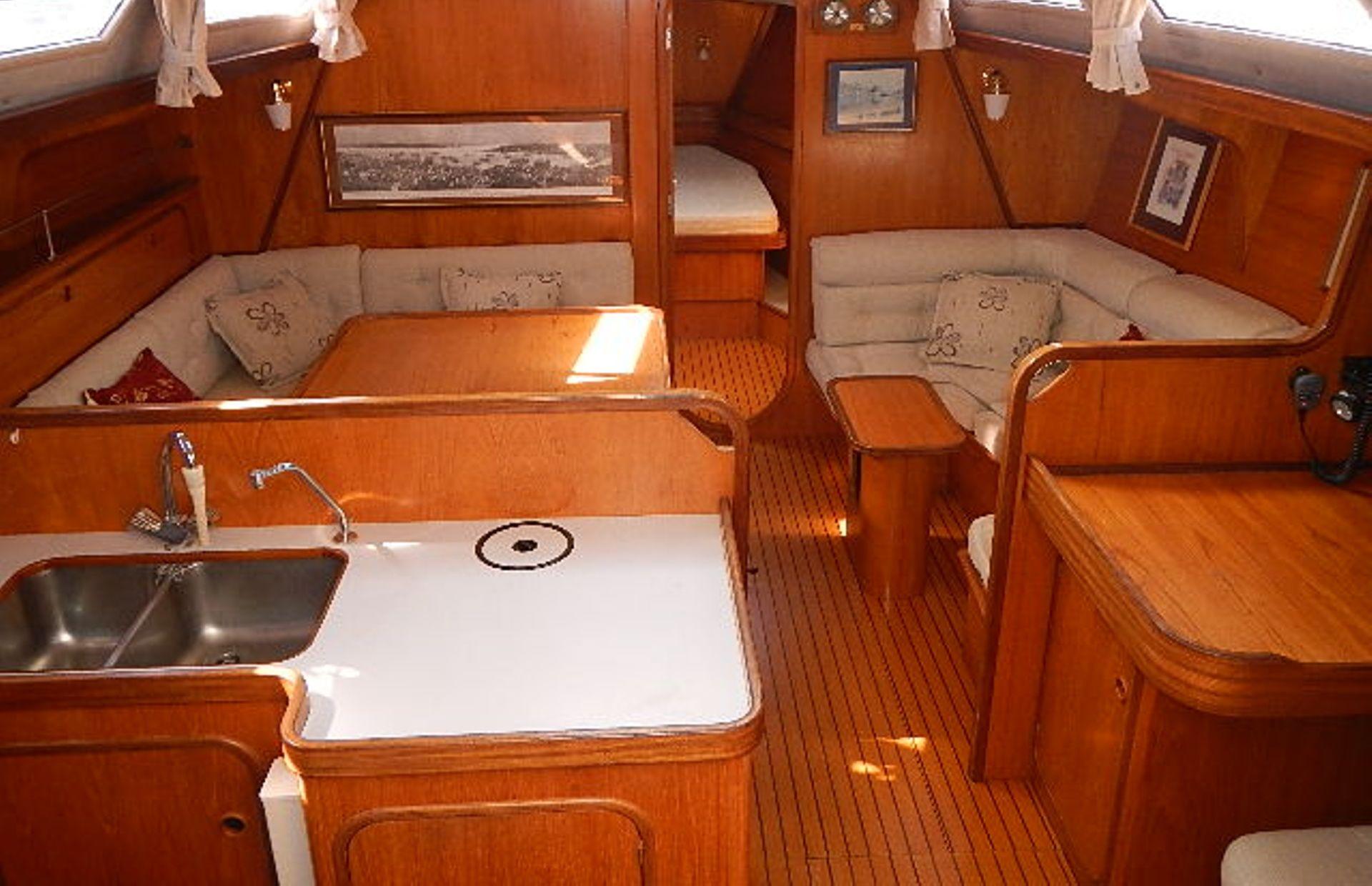 https://media.insailing.com/boat/ofelia/image_1569580195947.jpg