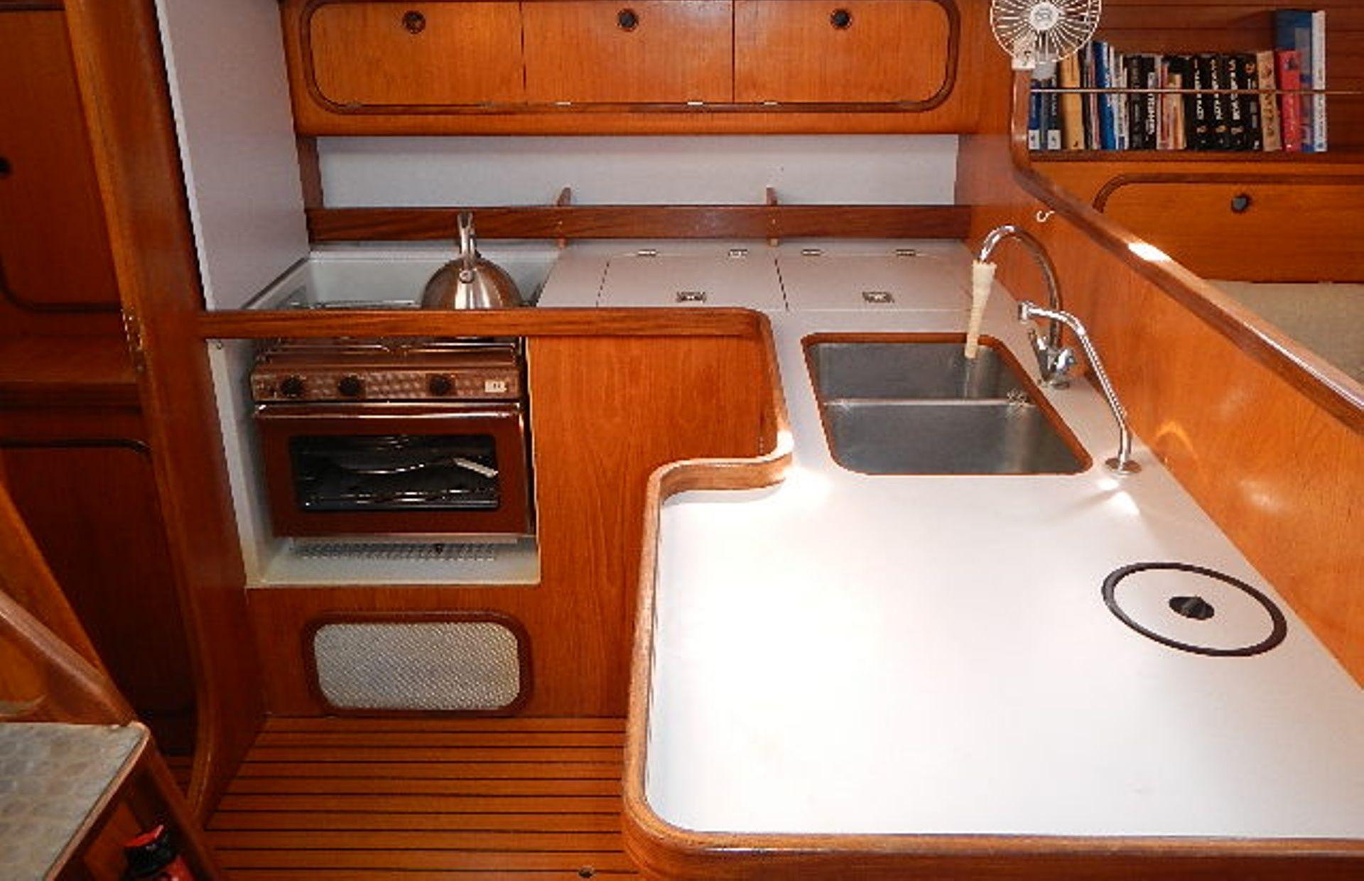 https://media.insailing.com/boat/ofelia/image_1569580195951.jpg